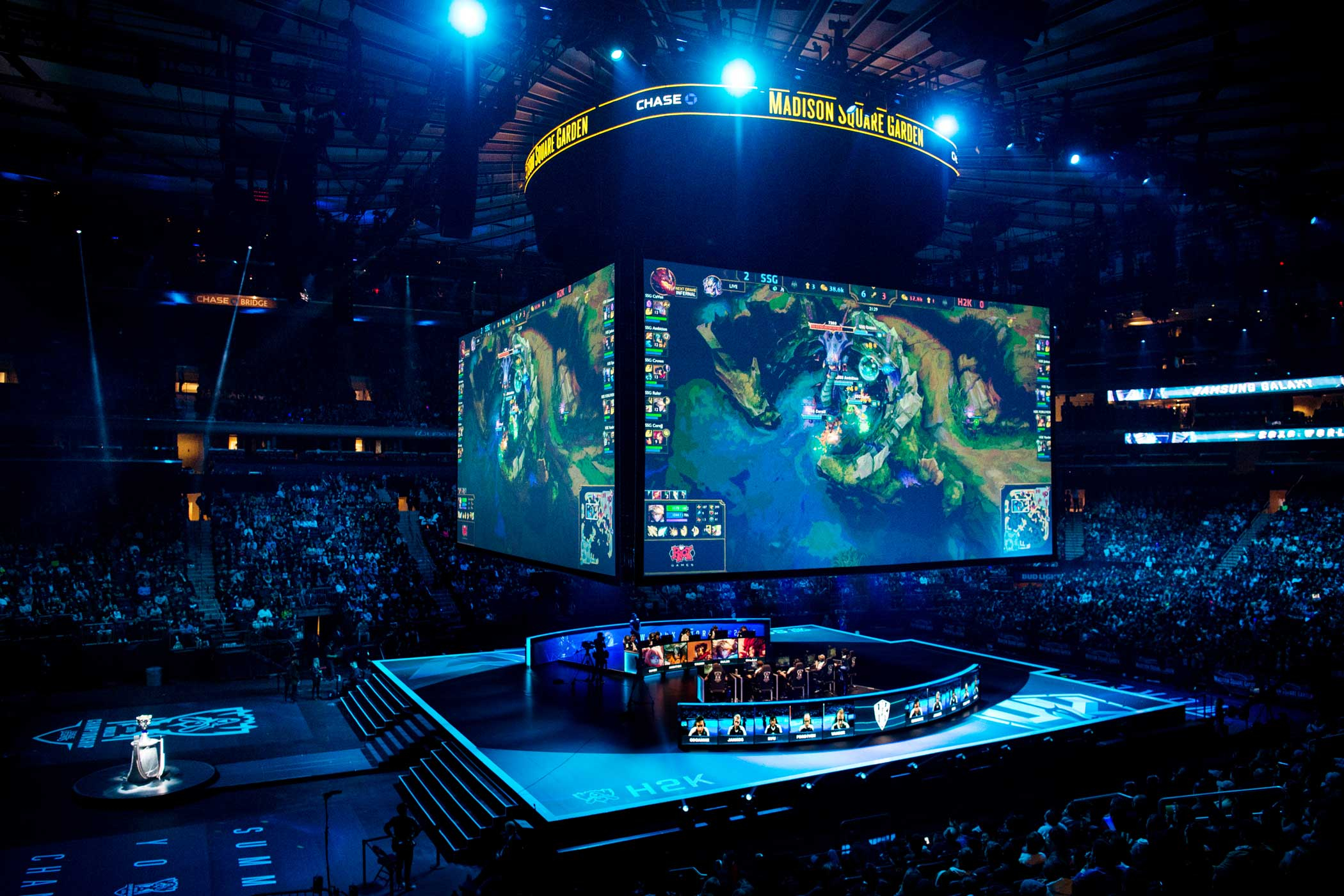 A sold-out crowd watches the match between Samsung Galaxy and H2k-Gaming.