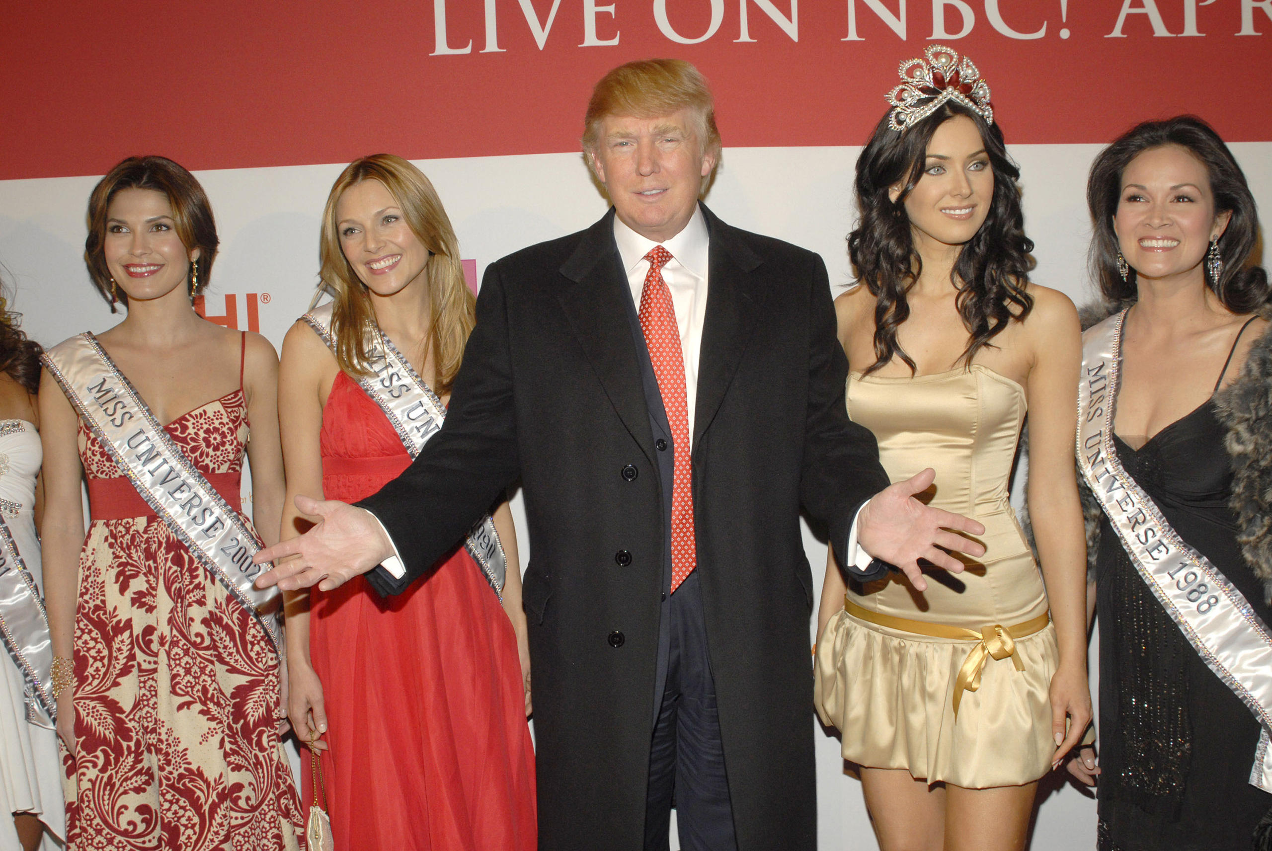 Donald Trump with former Miss Universes and the 2006 current Miss Universe, Natalie Glebova, April 18, 2006.