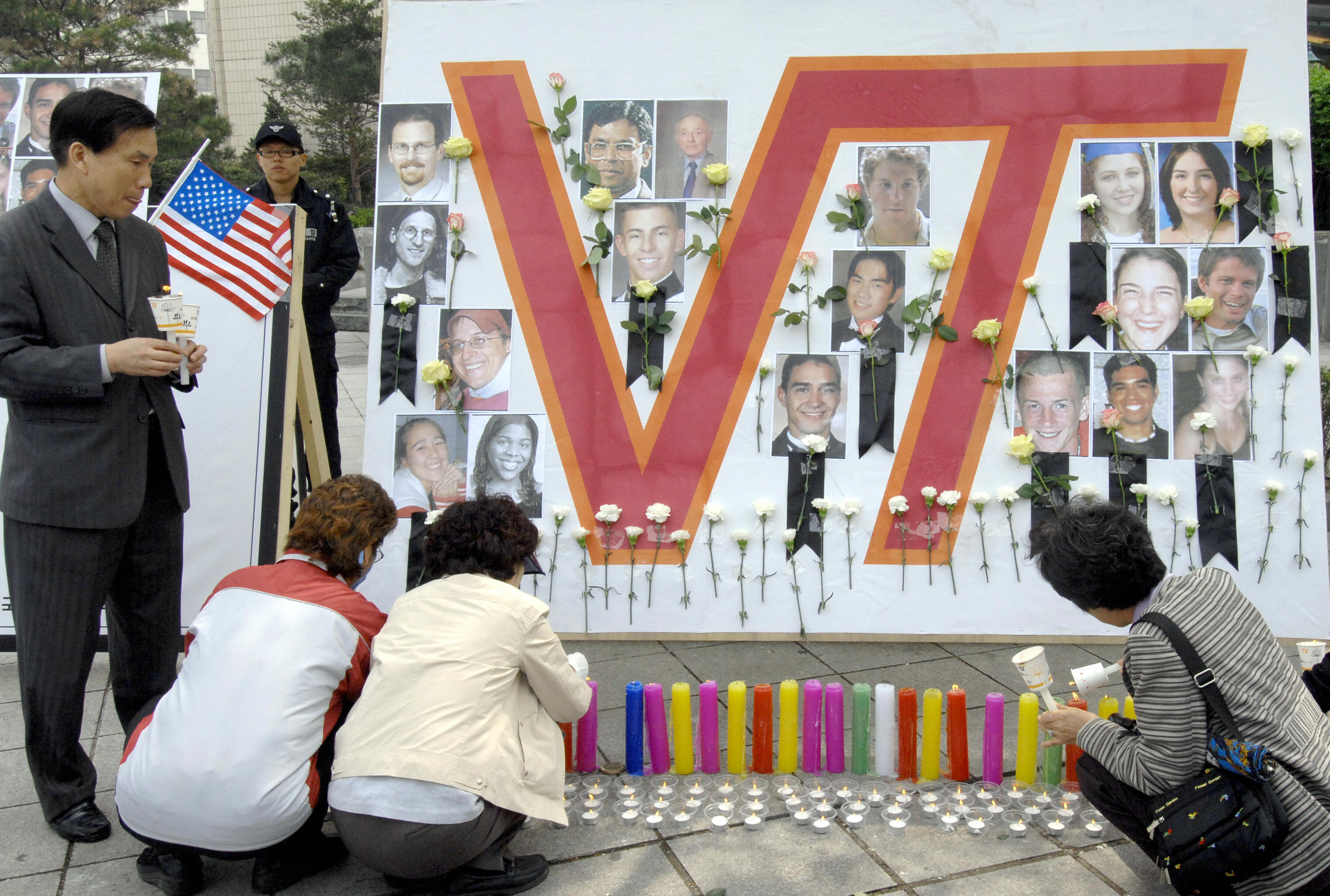 South Koreans light candles at a memorial in front of the US embassy in Seoul, 21 April 2007, in memory of the victims of the Virginia Tech massacre.