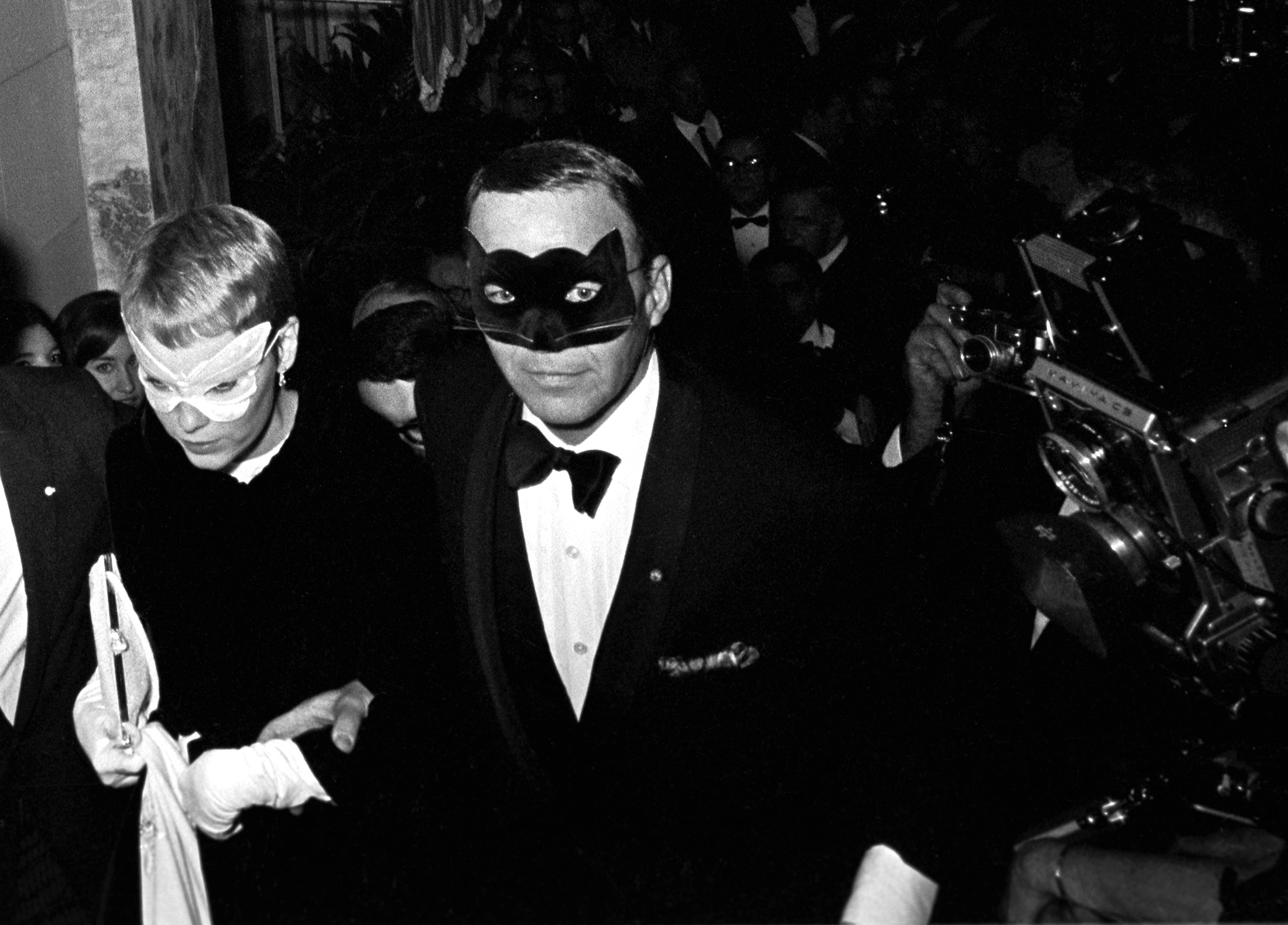 Frank Sinatra and Mia Farrow, Capote's Black and White Ball, New York, 1966.