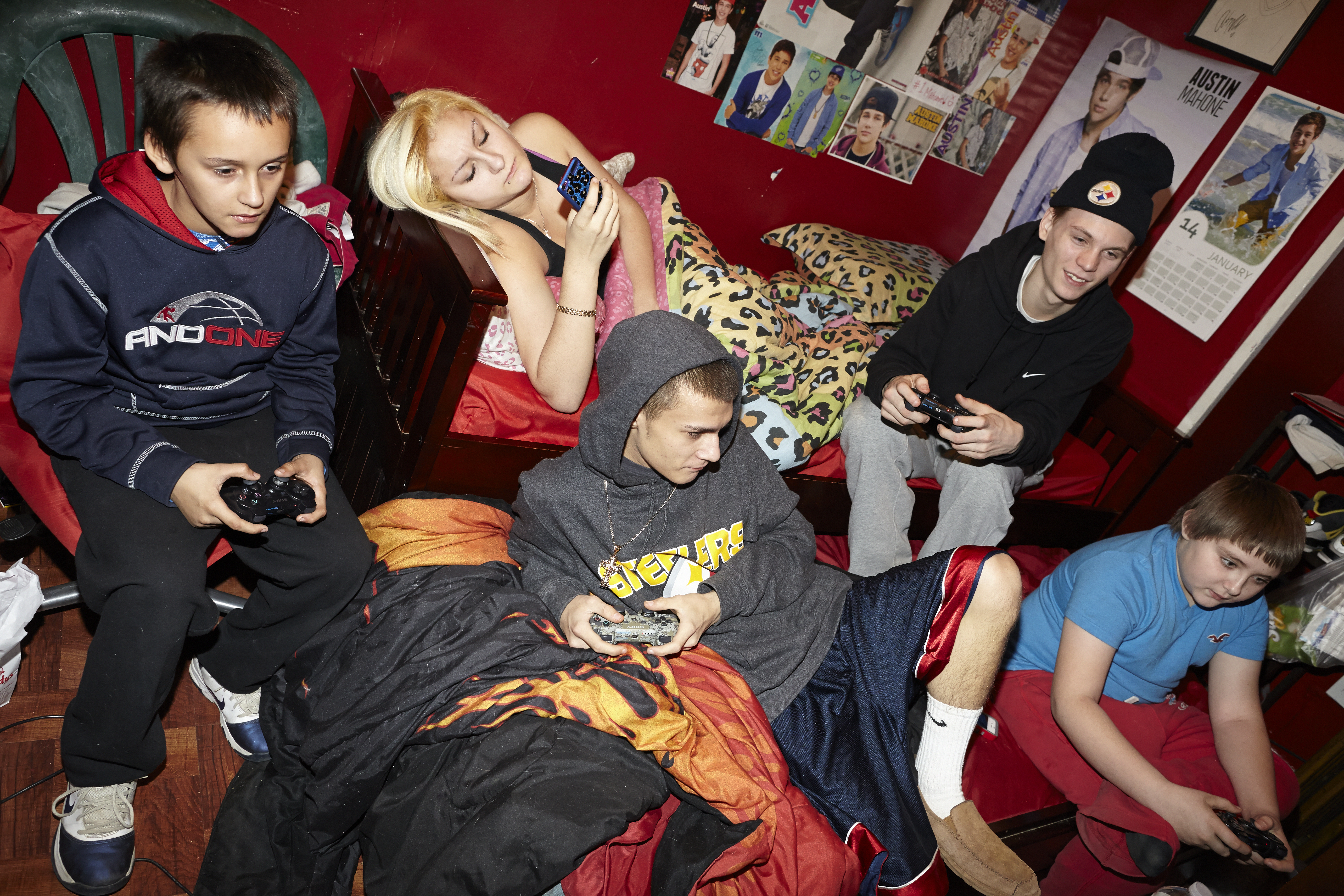 Little John, Little Jesse, Christy, Tony and their friend Dale playing Minecraft, 2014.