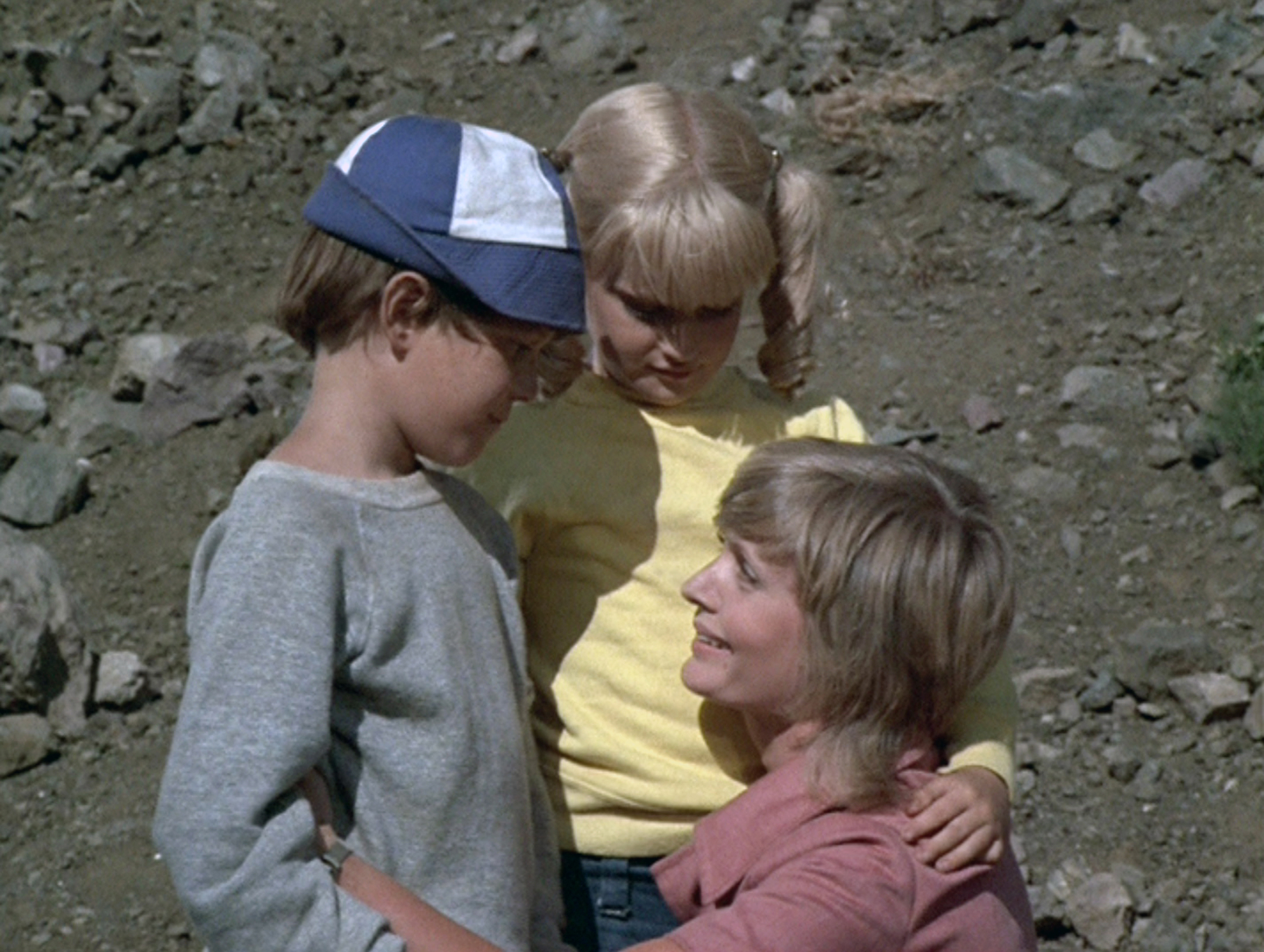 Mike Lookinland (Bobby), Susan Olsen (Cindy) and Florence Henderson (Carol) in The Brady Bunch episode,  The Brady Braves,   on Oct. 1, 1971.