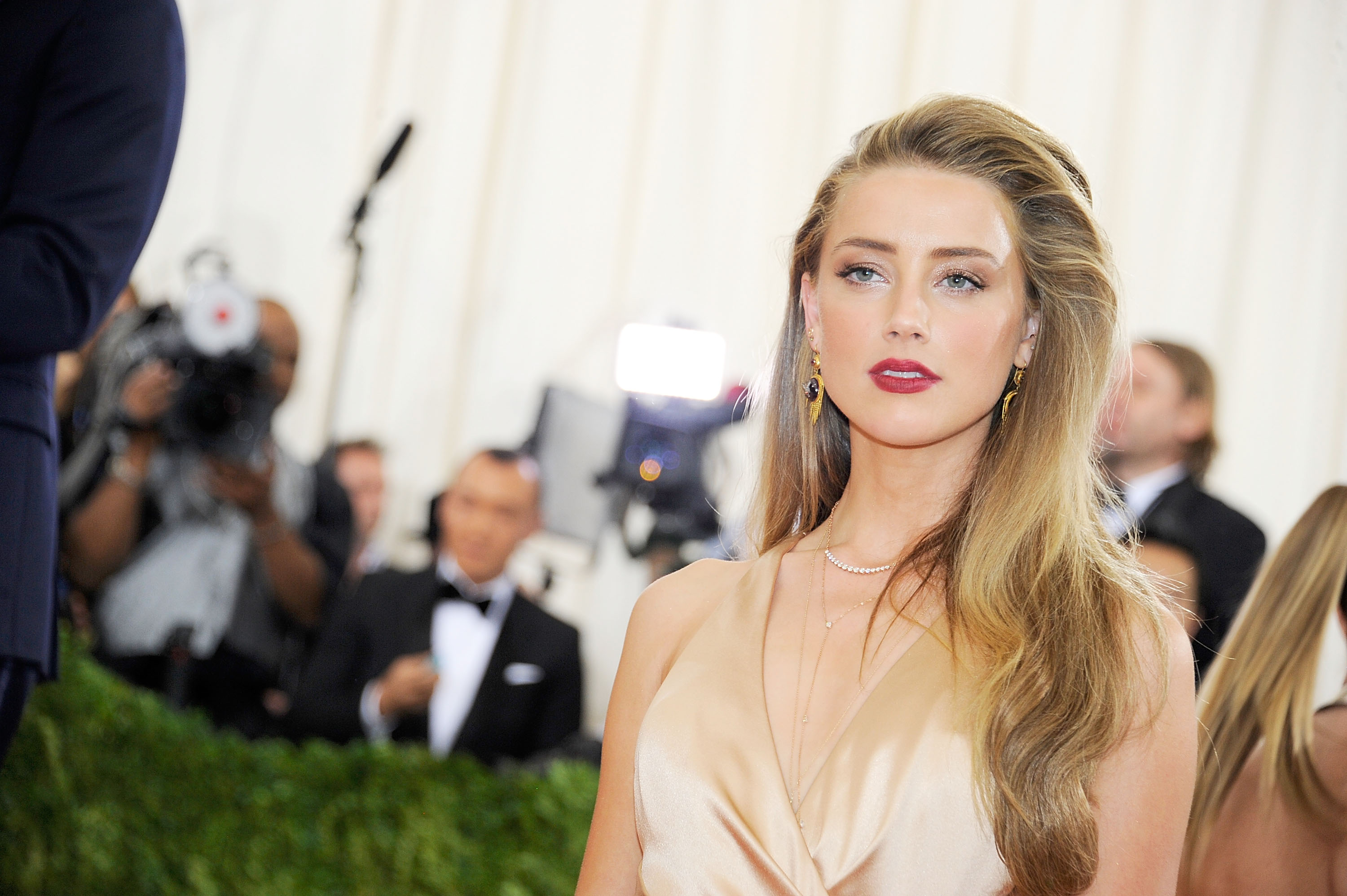 Amber Heard attends  Manus x Machina: Fashion In An Age Of Technology  Costume Institute Gala.