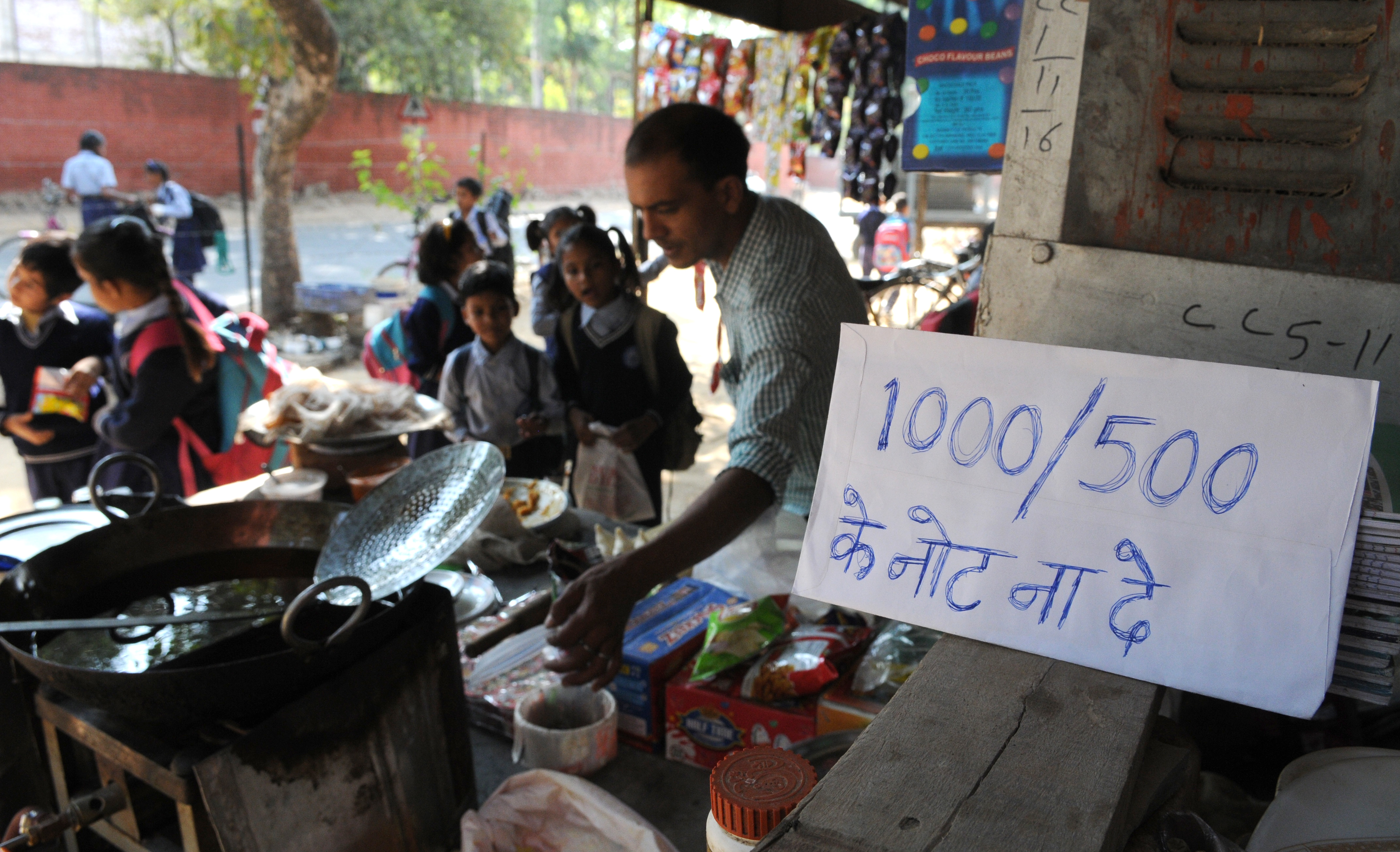 A roadside tea shop asks customers not to give 1000 or 500 rupee notes on November 10, 2016 in Chandigarh, India.