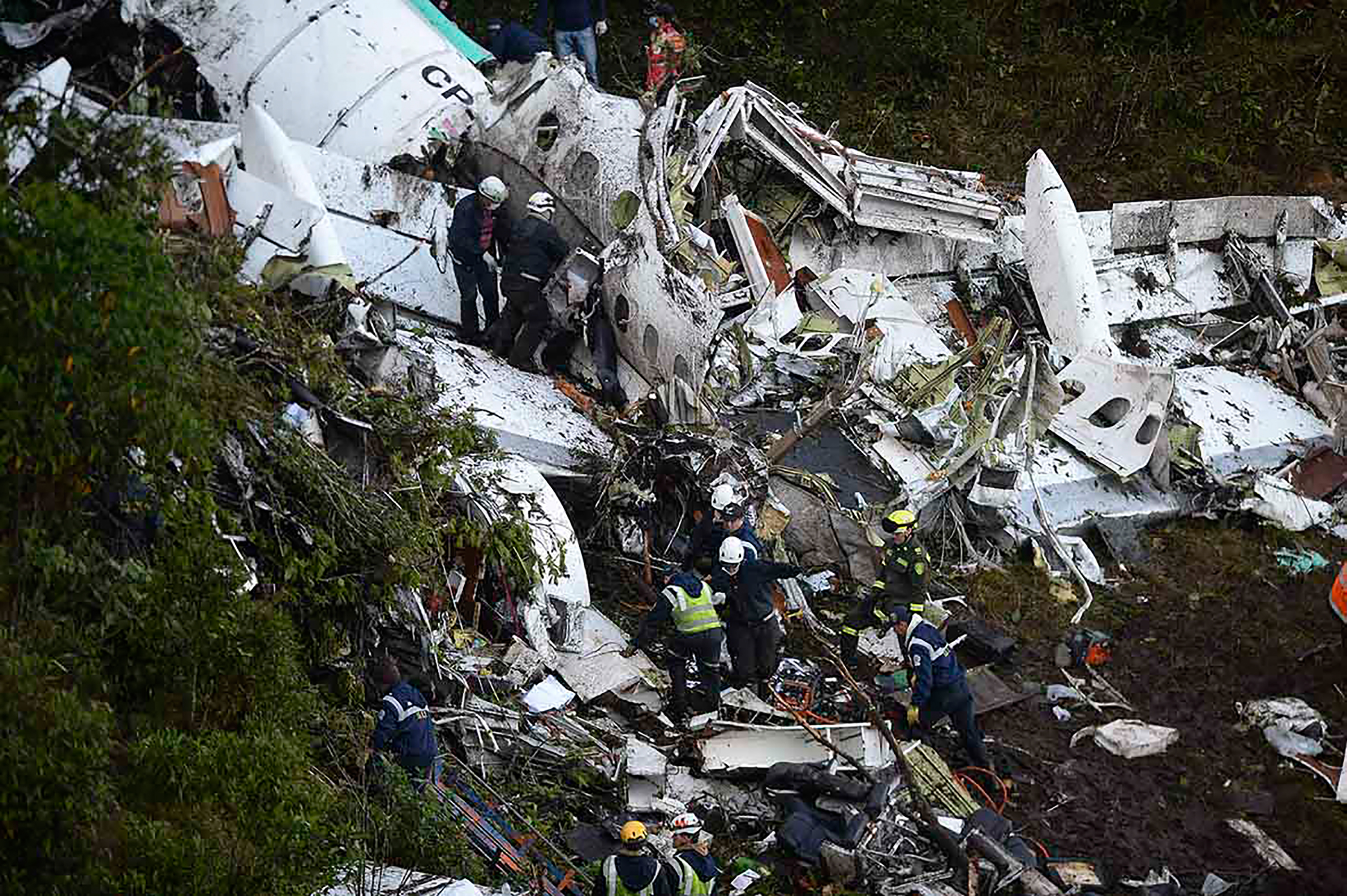 Rescuers search for survivors from the wreckage of the LAMIA plane carrying members of the Chapecoense Real soccer team that crashed in the mountains of Cerro Gordo, municipality of La Union, on Nov.29, 2016.