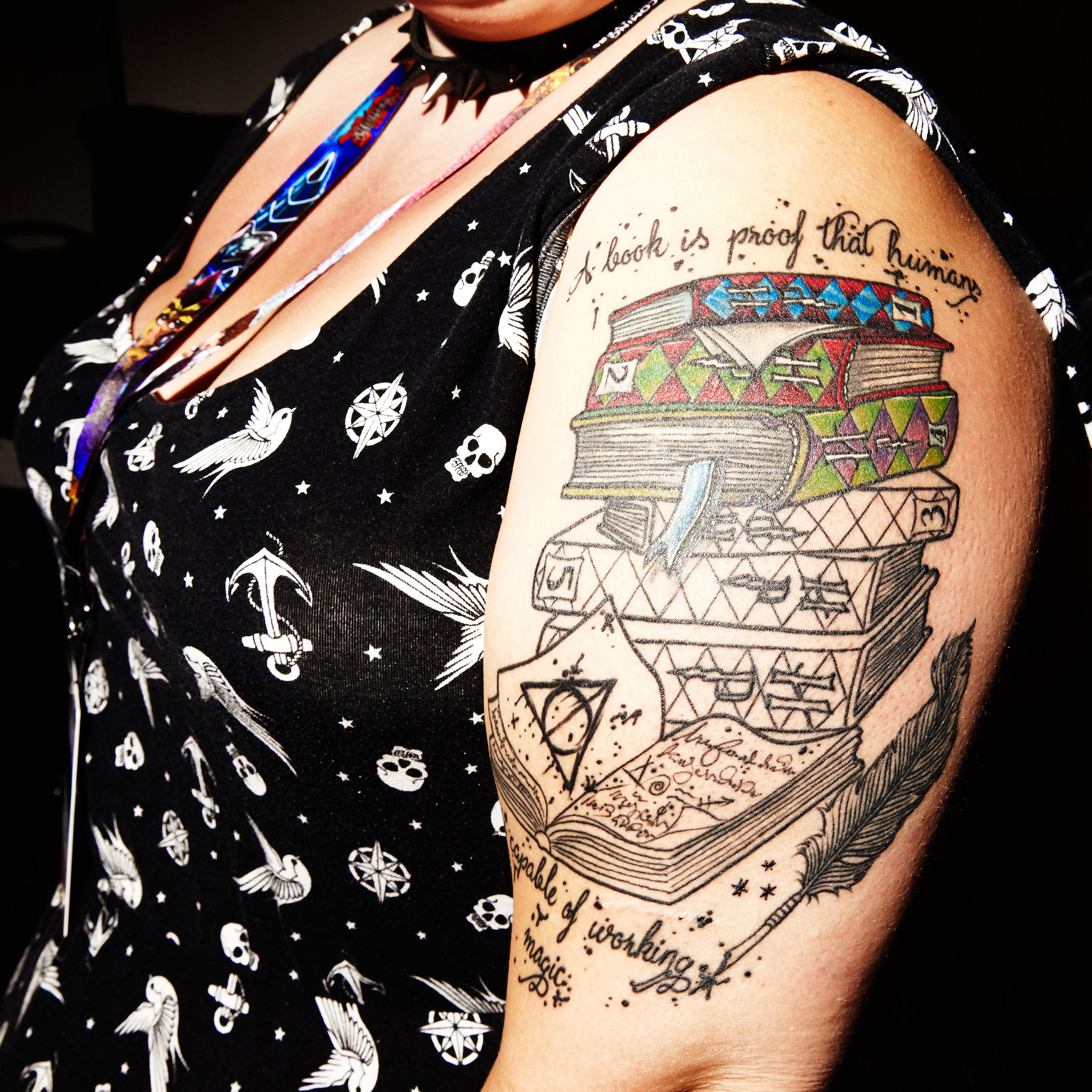 A member shows off her Harry Potter half sleeve at New York comic con.