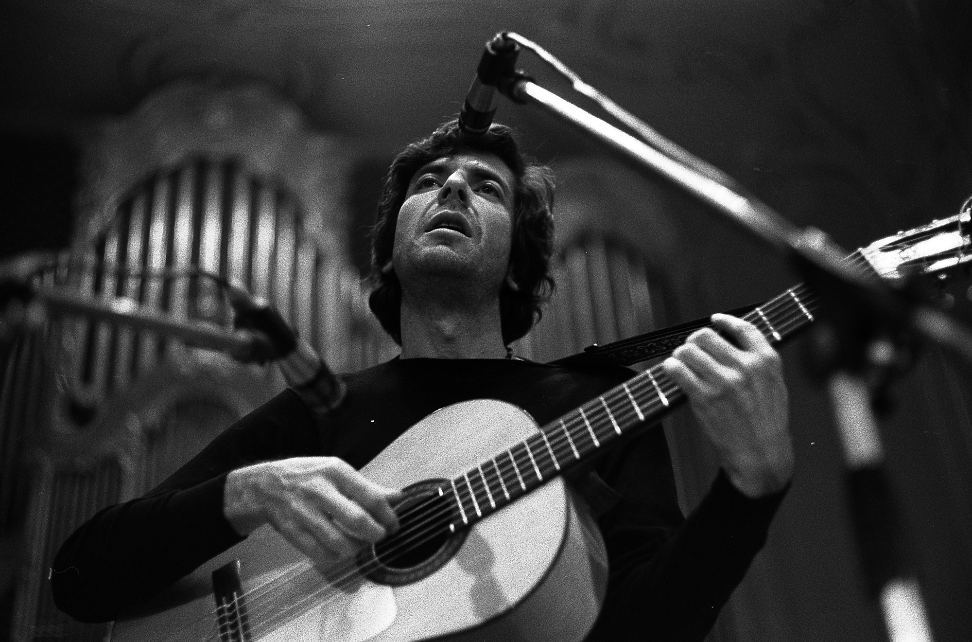 Leonard Cohen performs at the Musikhalle on May 4, 1970 in Hamburg, Germany.