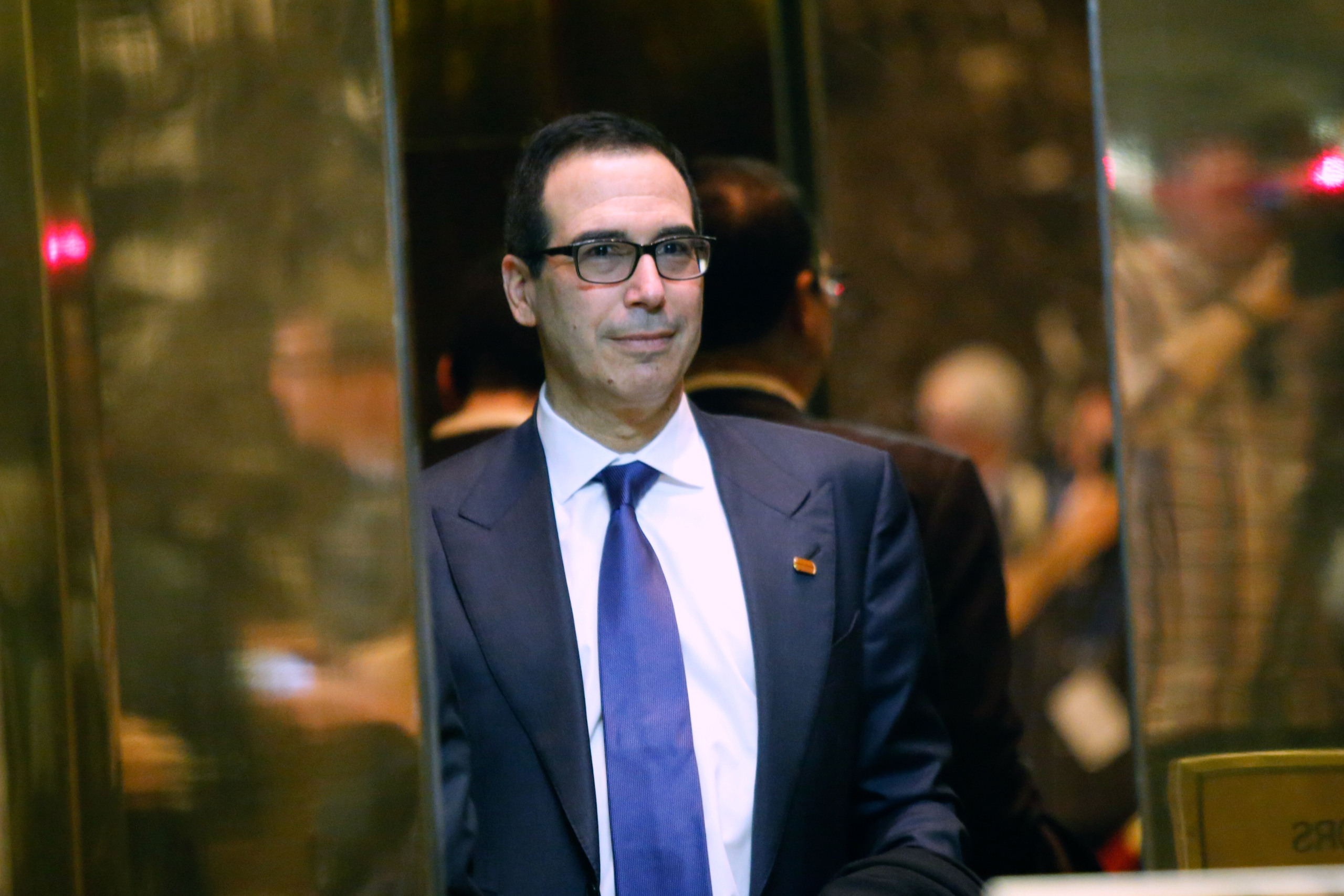 Advisor Steven Mnuchin arrives at the Trump Tower for meetings with US President-elect Donald Trump, in New York on Nov. 17, 2016.