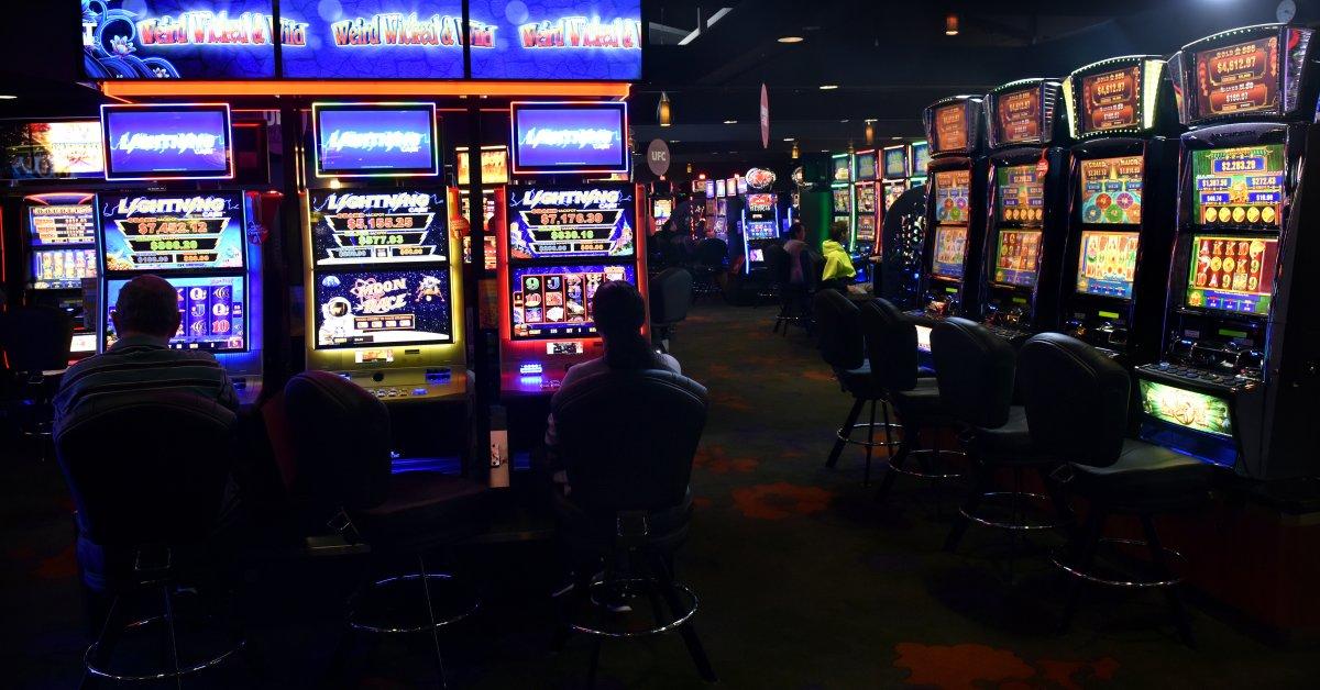 Triple play poker machine