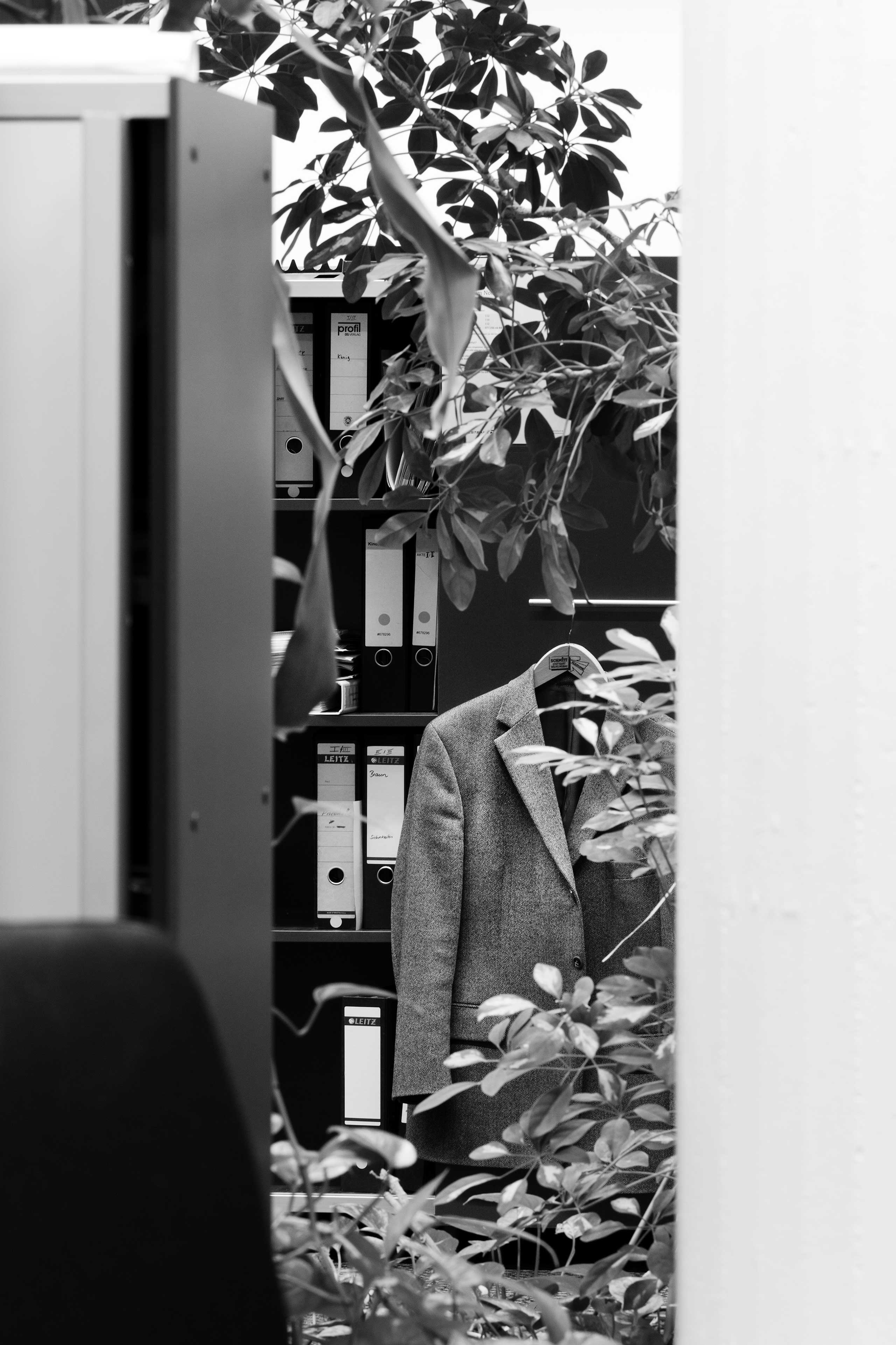 Overgrown suit jacket and filing cabinet. Open space office, private bank, Stuttgart.                               Series: Büropflanze                               2012.