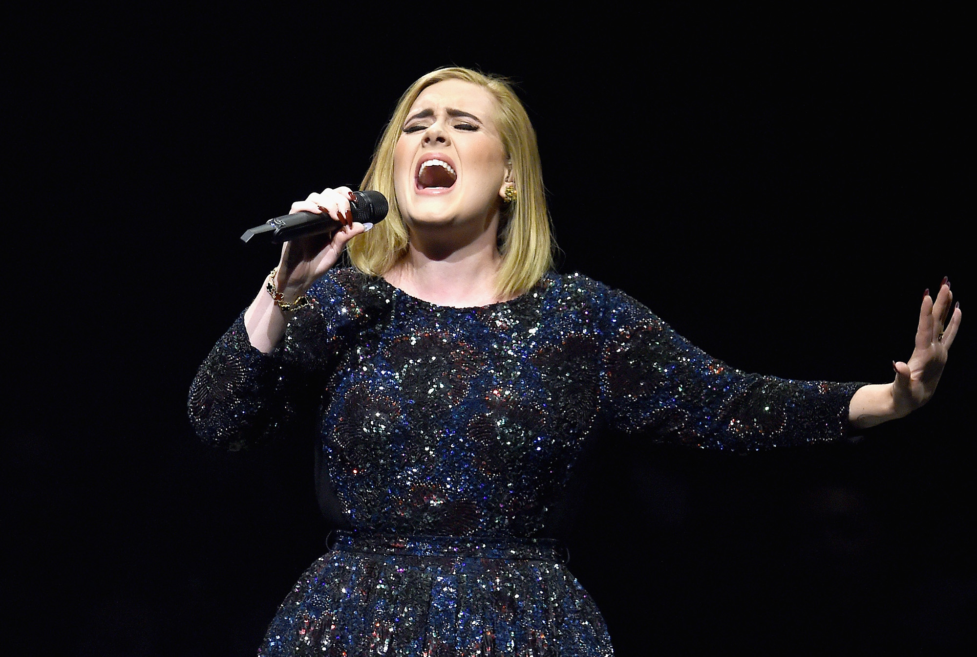 Adele performs on stage during her North American tour at Staples Center on August 5, 2016 in Los Angeles, California.  (Photo by Kevin Winter/Getty Images for BT PR)