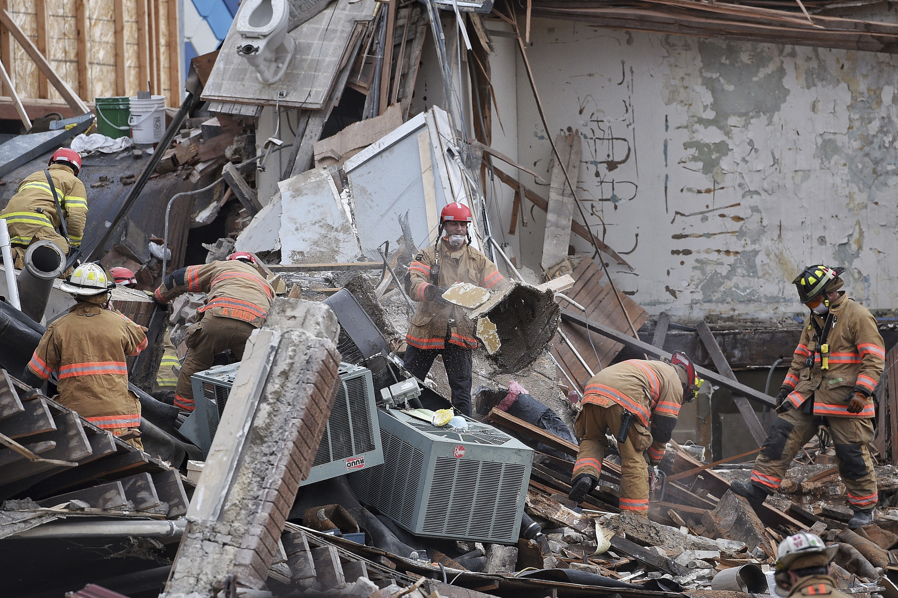 Emergency crews clear debris at the scene of building collapse in Sioux Falls, S.D., Dec. 2, 2016.
