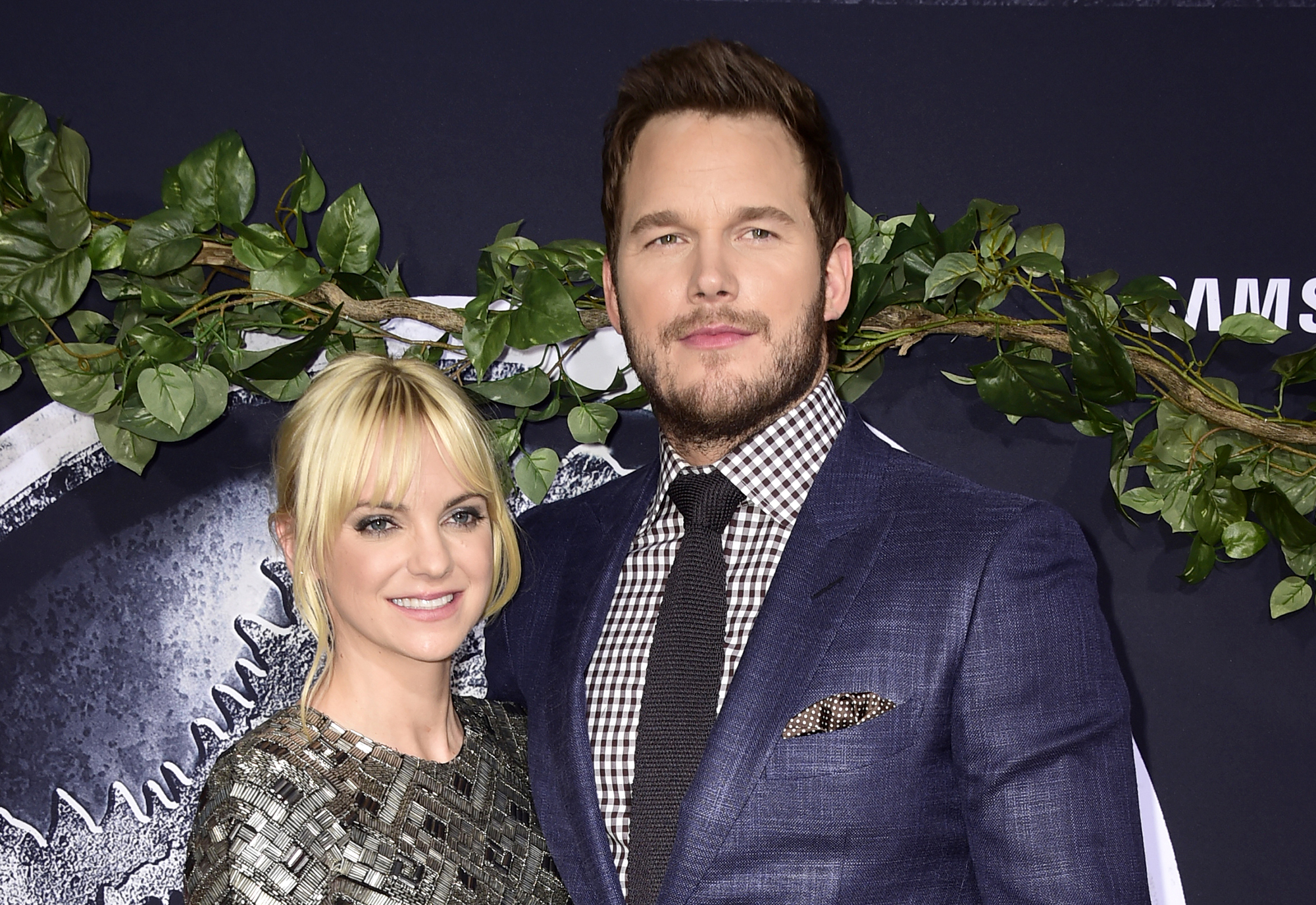 Anna Faris and Chris Pratt attend the Universal Pictures'  Jurassic World  premiere at Dolby Theatre on June 9, 2015 in Hollywood, California.  (Photo by Frazer Harrison/Getty Images)