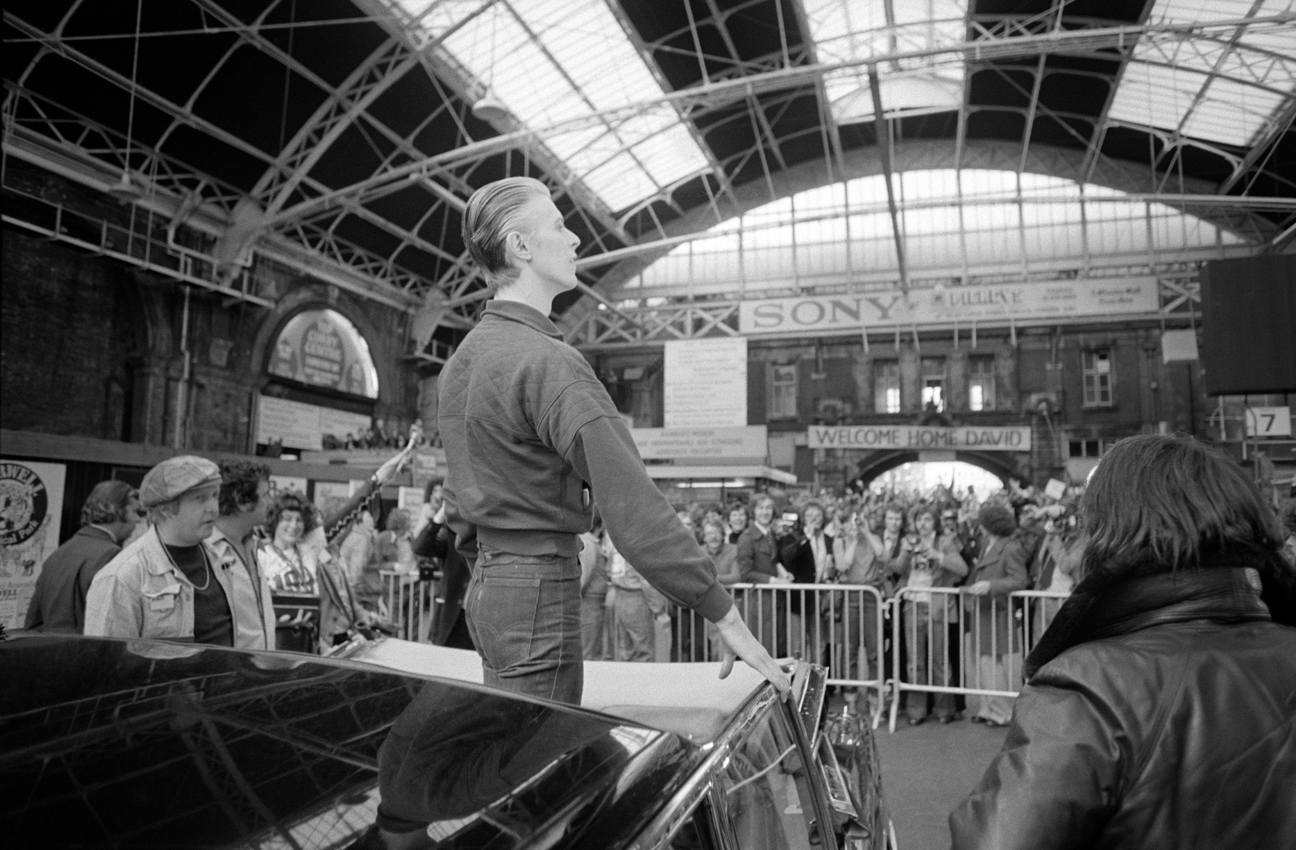 Bowie returned to London from Paris by train arriving into Victoria Station. The local superstar was welcomed by throngs of fans hoping to catch a glimpse or get their records signed.