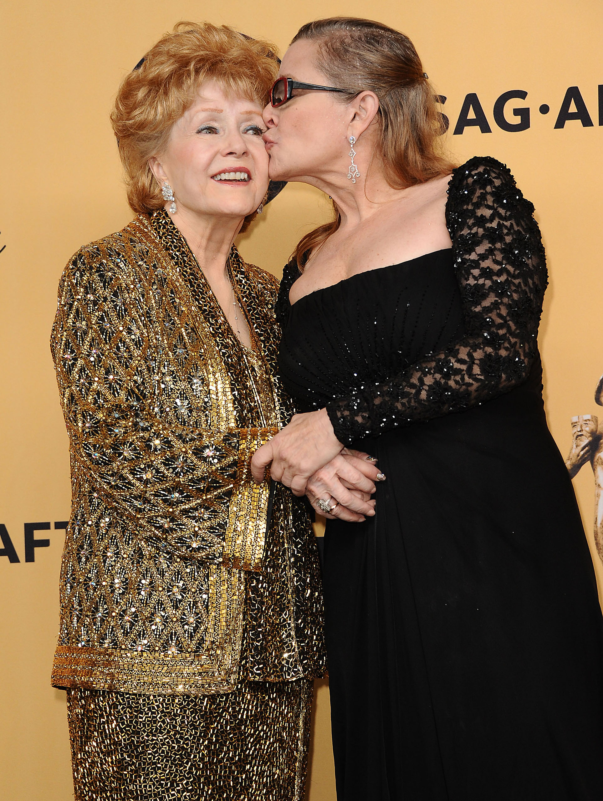 Actresses Debbie Reynolds and  her daughter Carrie Fisher pose in the press room at the 21st annual Screen Actors Guild Awards at The Shrine Auditorium on January 25, 2015 in Los Angeles, California.