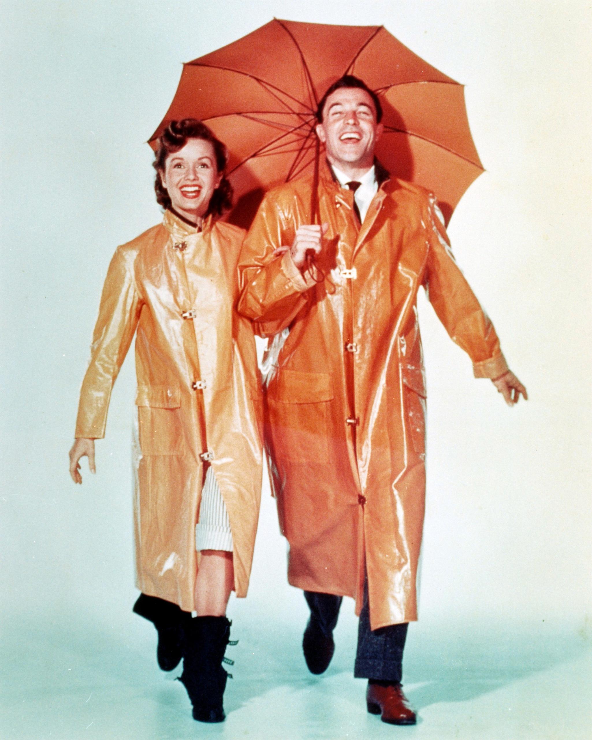 Debbie Reynolds as Kathy Seldon in 'Singin' in the Rain' with actor Gene Kelly as Don Lockwood, 1952