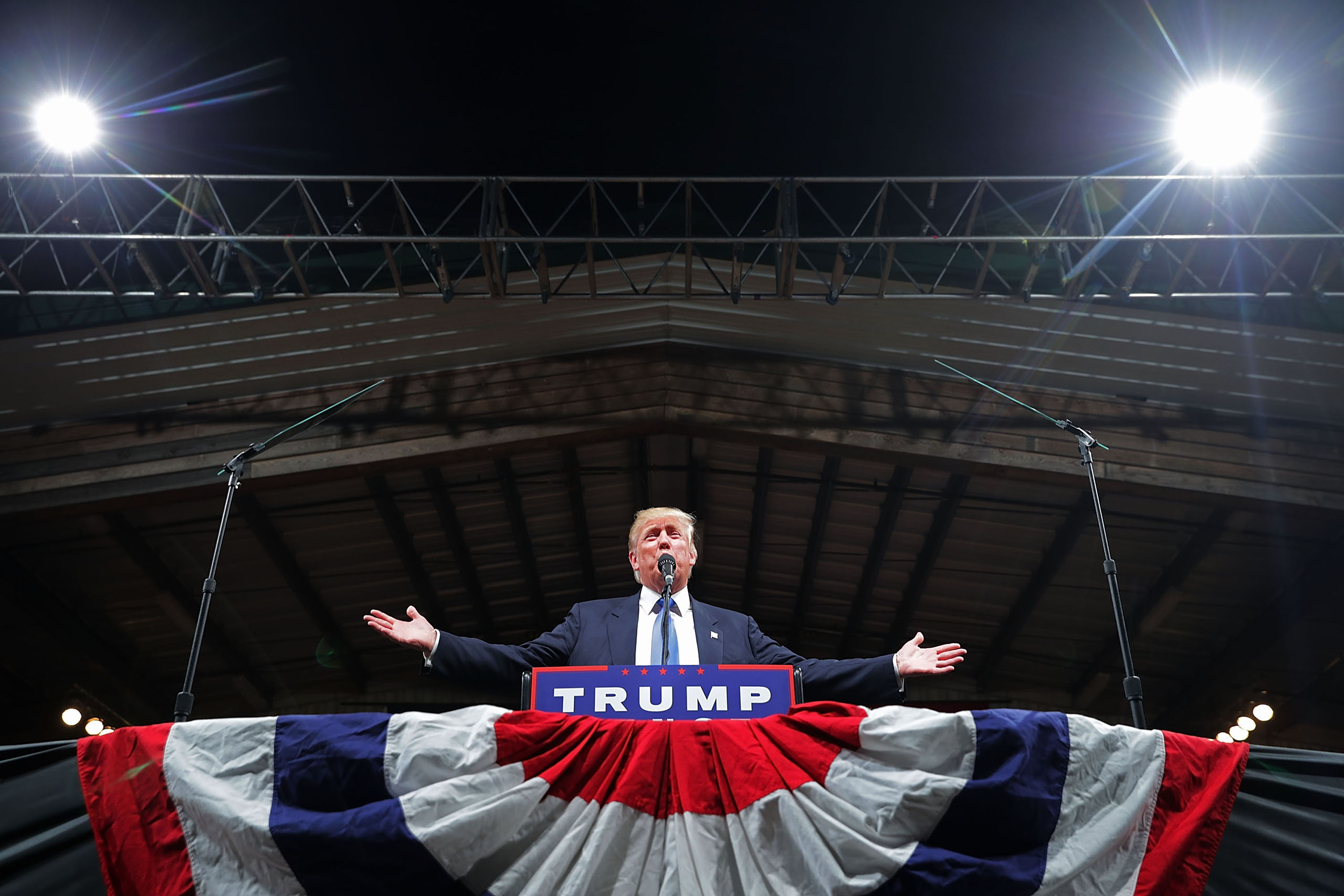 Donald Trump addresses a campaign rally at The Farm on November 3, 2016 in Selma, North Carolina.