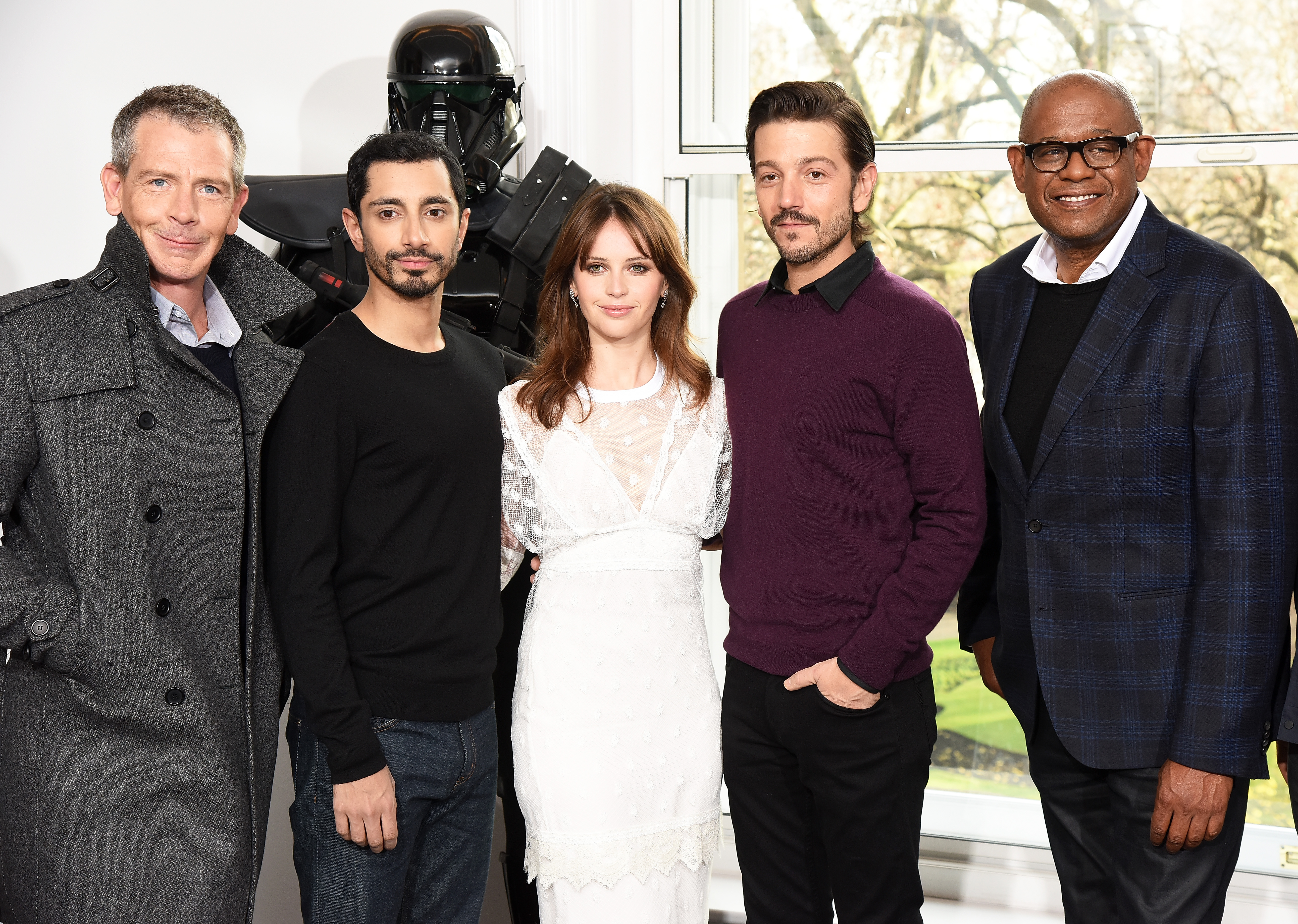 LONDON, ENGLAND - DECEMBER 14: (L-R) Ben Mendelsohn, Riz Ahmed, Felicity Jones; Diego Luna and Forest Whitaker attend the  Rogue One: A Star Wars Story  photocall at The Corinthia Hotel on December 14, 2016 in London, England.  (Photo by Dave J Hogan/Getty Images)