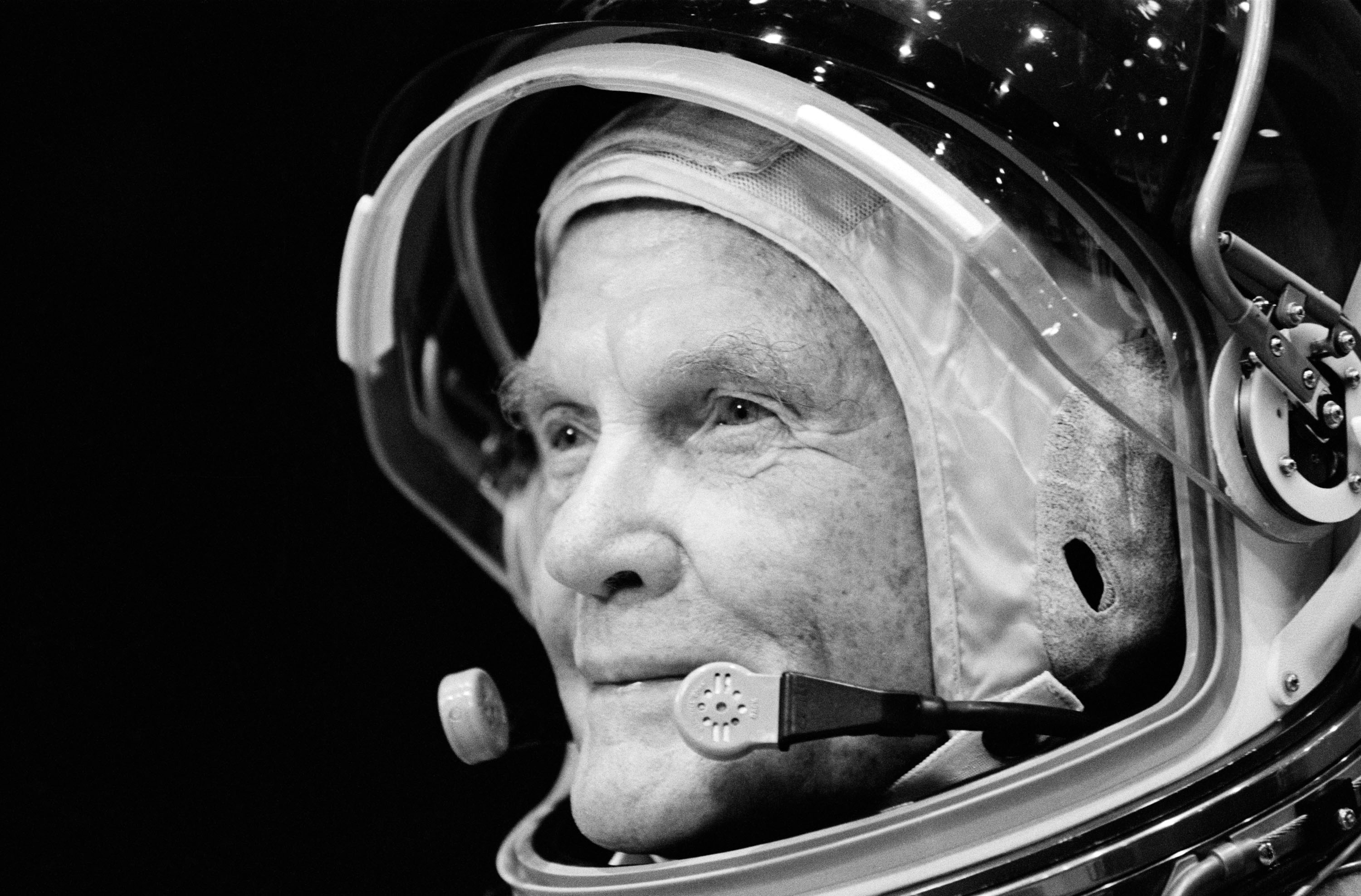 Astronaut John Glenn trains at the Johnson Space Center on Aug. 28, 1998 in Houston, Texas.