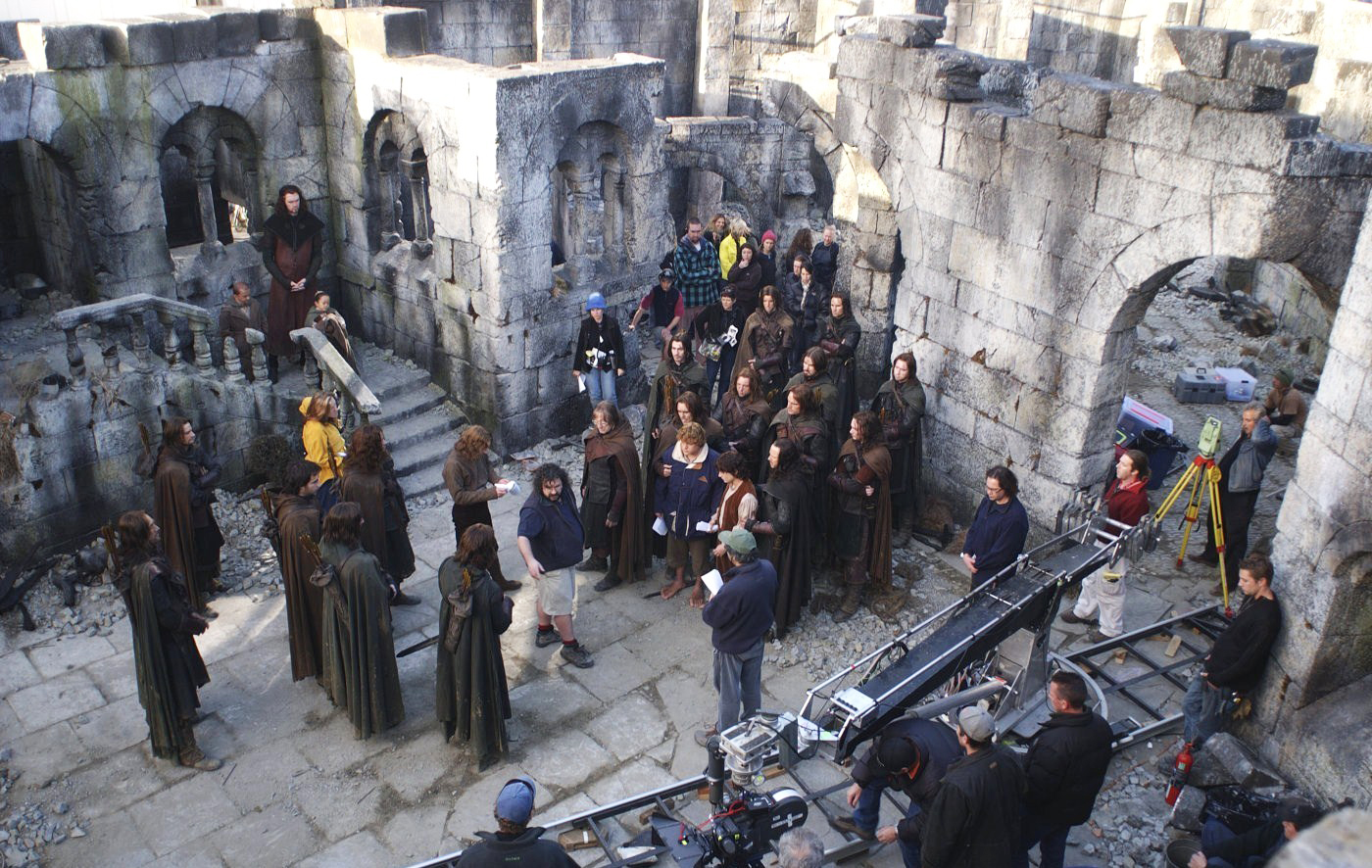 Behind the scenes of Peter Jackson and Sean Bean filming The Lord of the Rings: The Two Towers, 2002.