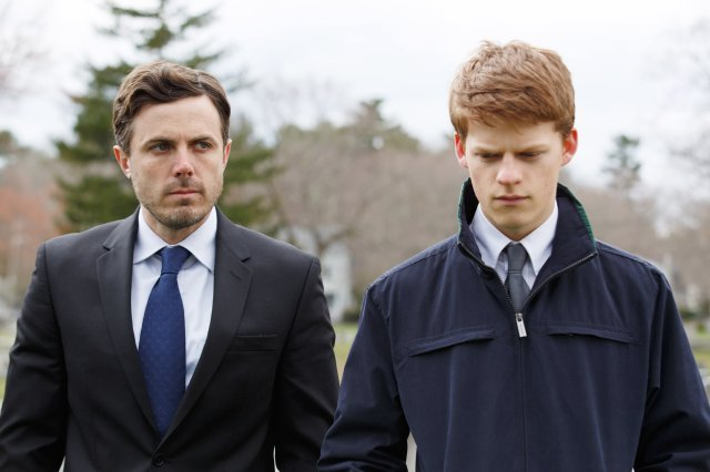 MANCHESTER BY THE SEA, from left, Casey Affleck, Lucas Hedges, 2016. ph: Claire Folger. © Roadside