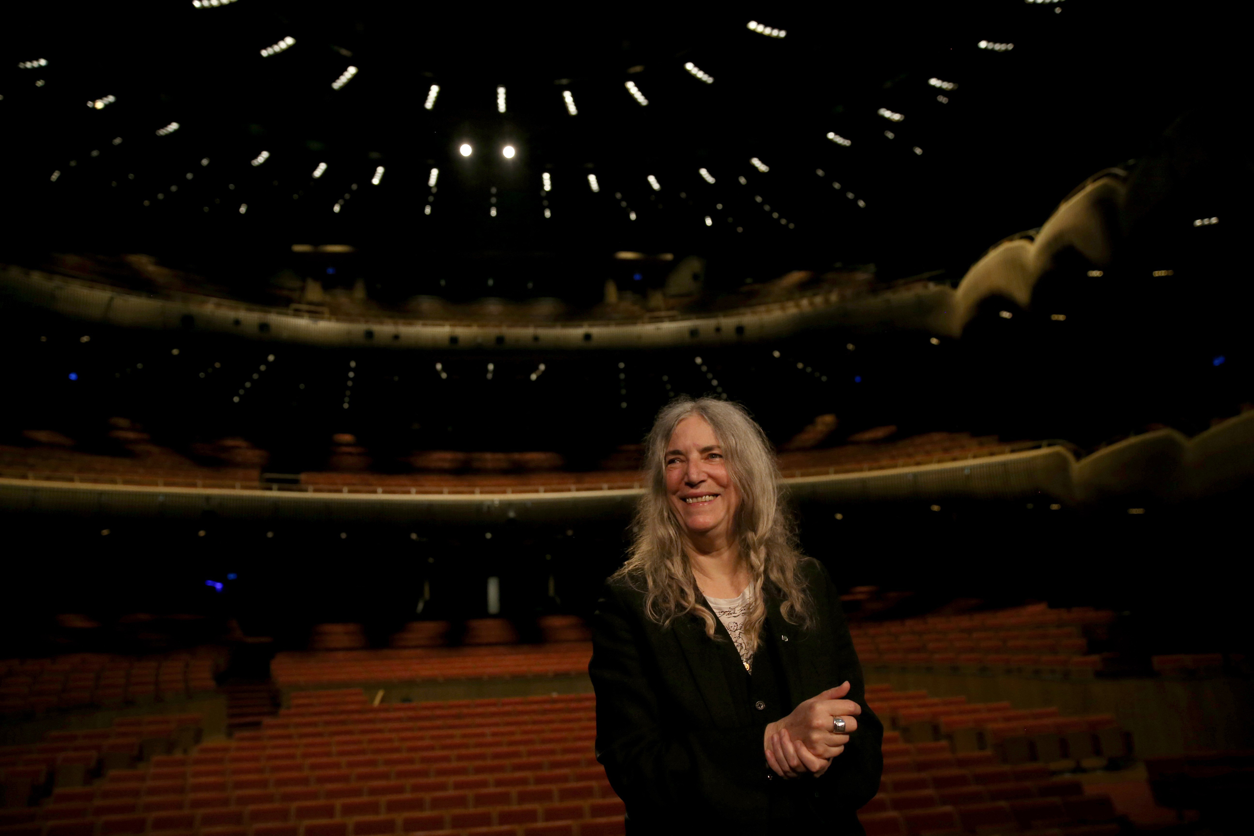 Patti Smith will be singing in Bob Dylan's stead.