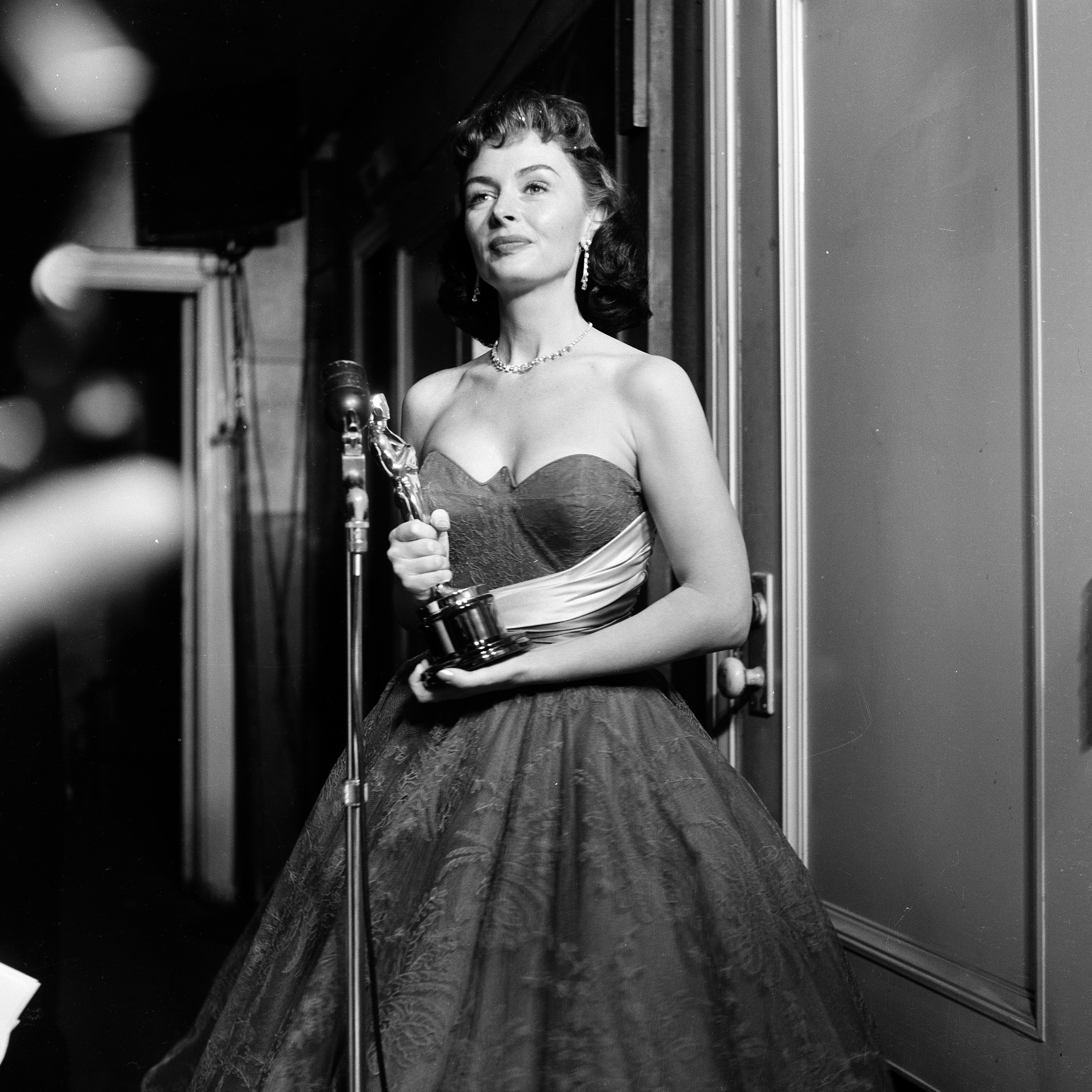 Donna Reed poses with her Oscar for Best Supporting Actress in From Here to Eternity at the Academy Awards, 1954.