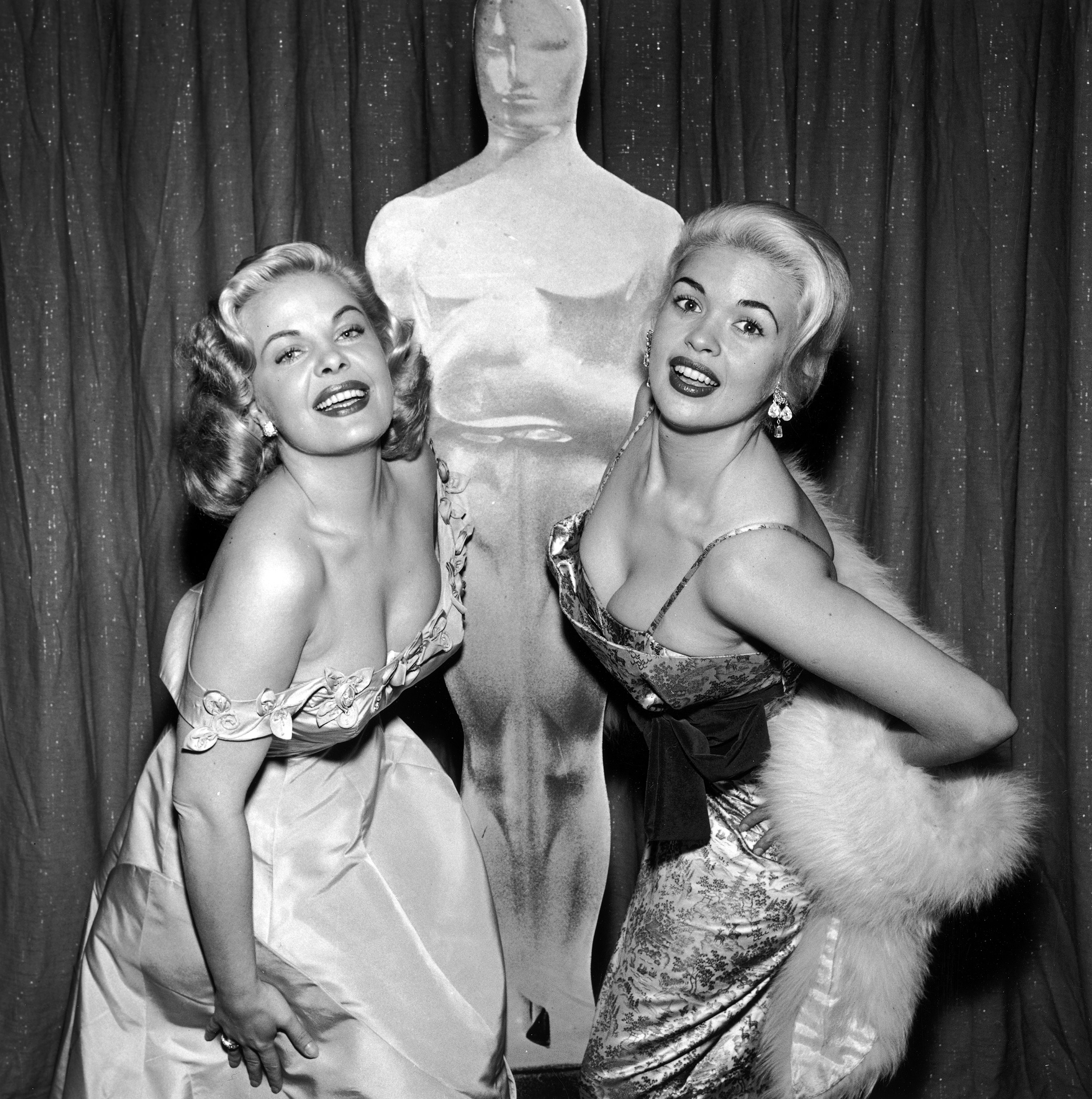 Cleo Moore and Jayne Mansfield at the Academy Awards, 1956.