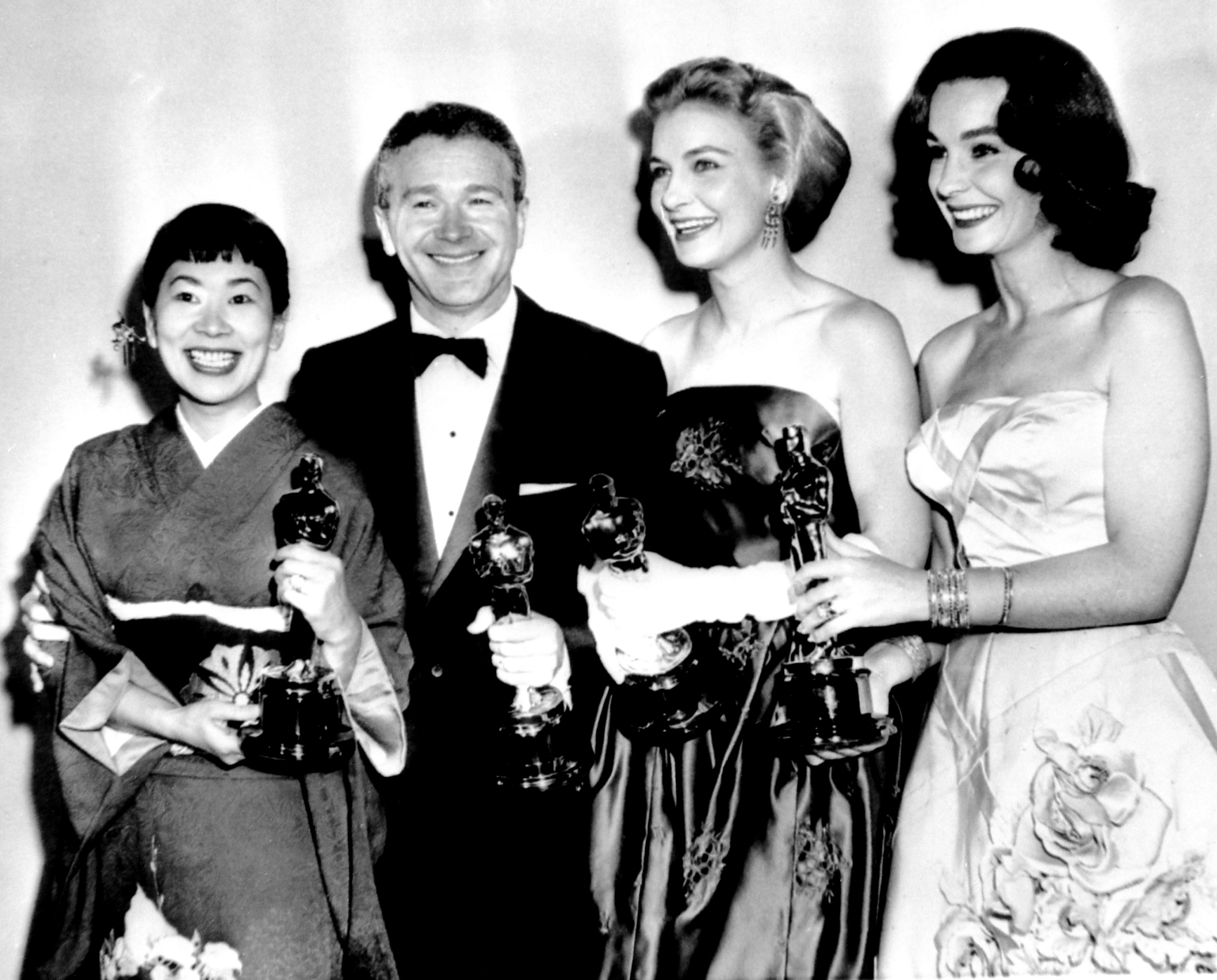 Miyoshi Umeki, Red Button, Joanne Woodward and Jean Simmons at the Academy Awards, 1958.