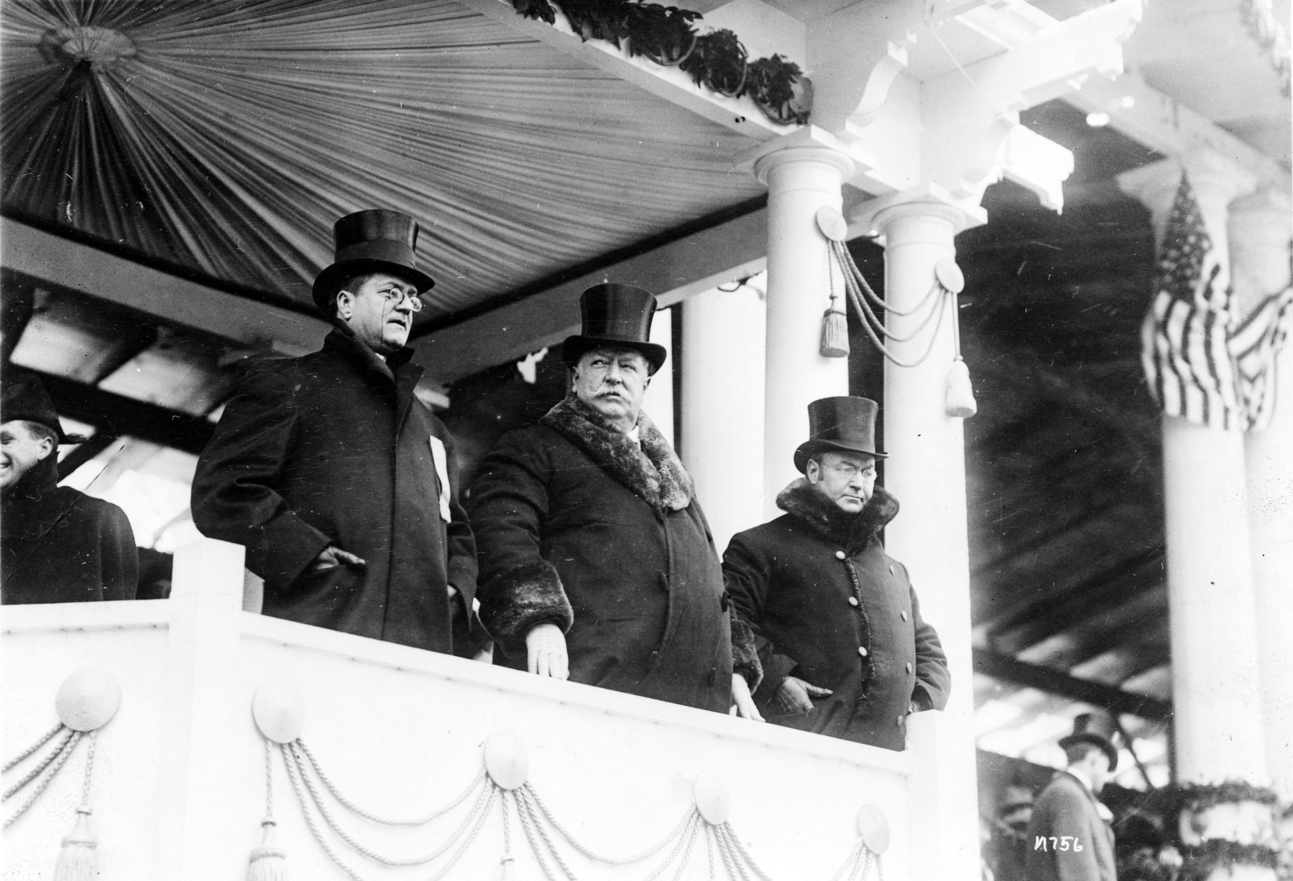 William Howard Taft with Edward F. Stallwagon, Chief of the Inaugural Committee, and with Vice President James S. Sherman. A severe blizzard hindered the inaugural ceremonies, 1909.
