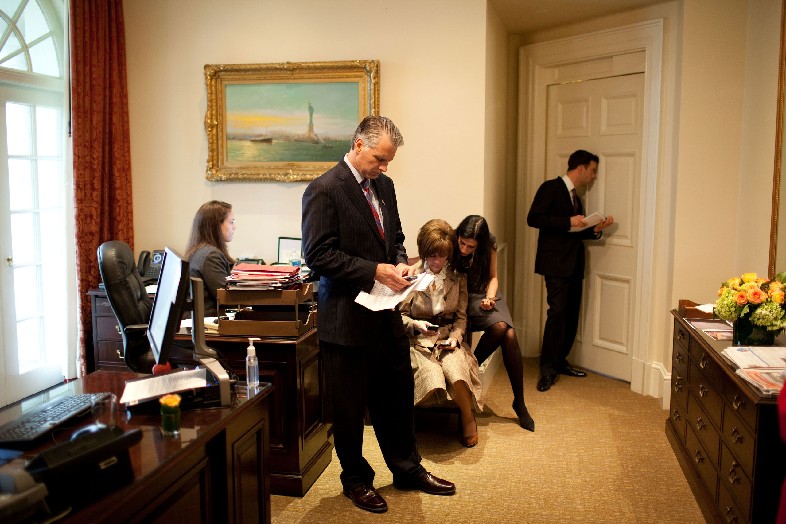 Brian Mosteller, deputy director of Oval Office operations, looks through a peephole in the Oval Office door to monitor the progress of the bilateral meeting between President Barack Obama and Prime Minister Manmohan Singh of India. Also pictured, from left, are Personal Secretary Katie Johnson, Chief of Protocol Capricia Marshall, Huma Abedin, advisor to Secretary of State Hillary Clinton, and U.S. Ambassador to India Timothy Roemer, Nov. 24, 2009.