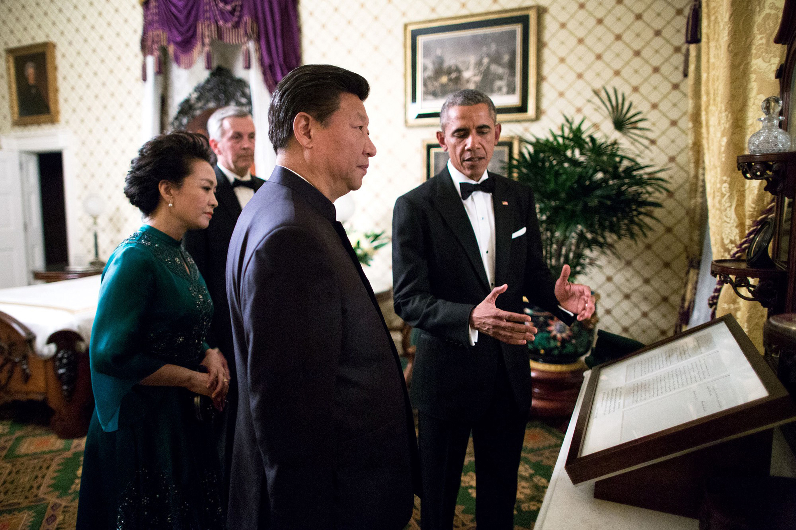 Two days after the visit of Pope Francis, the President and First Lady hosted President Xi Jinping of China and Madame Peng Liyuan for another State Visit. Before the formal State Dinner, the President showed President Xi and Madame Peng the Gettysburg Address in the Lincoln Bedroom,  Sept. 25, 2015.
