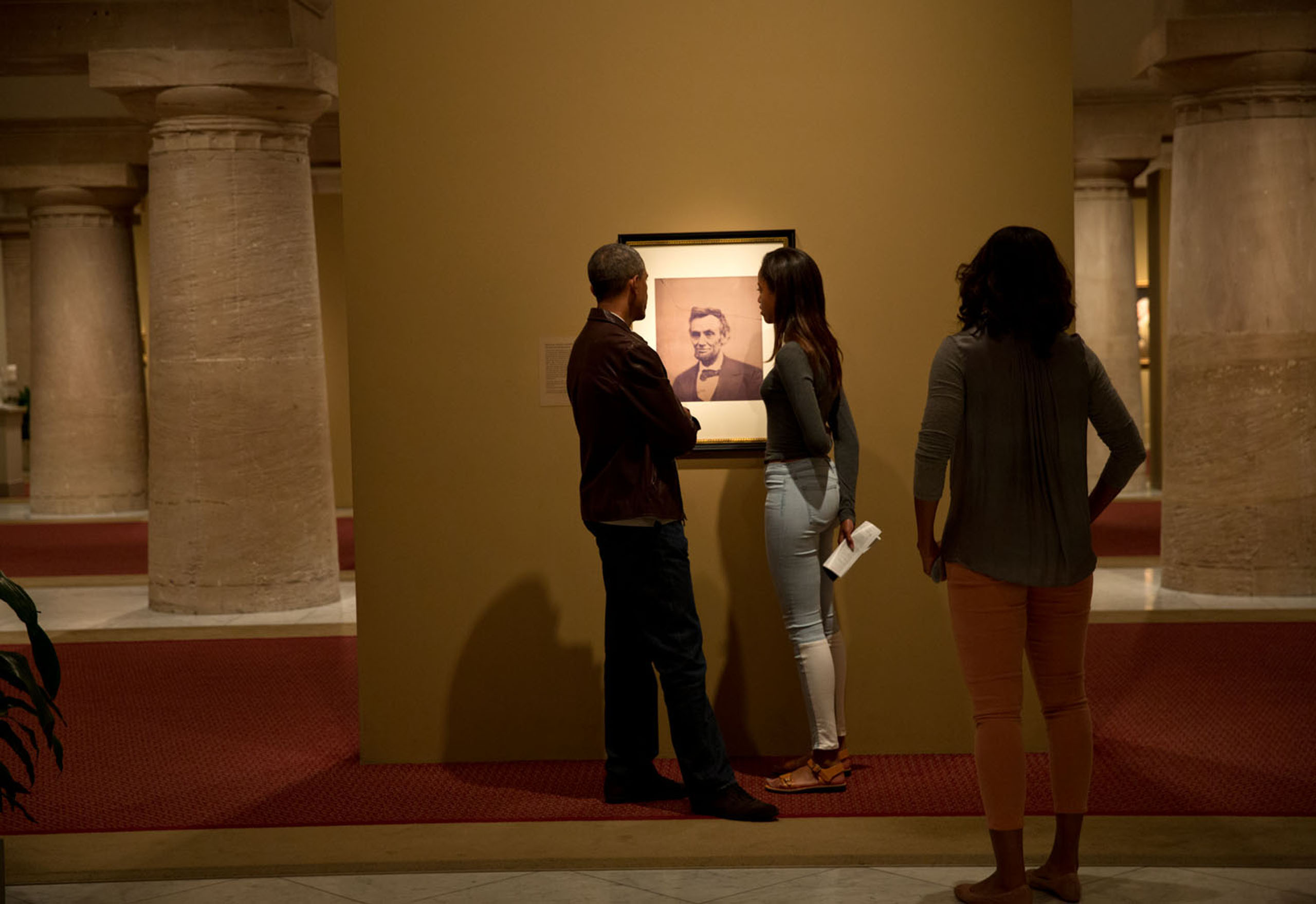 The President, First Lady, and daughter Malia view a portrait of Abraham Lincoln while visiting the National Portrait Gallery and Smithsonian American Art Museum in Washington, D.C.,  Sept. 14, 2014.