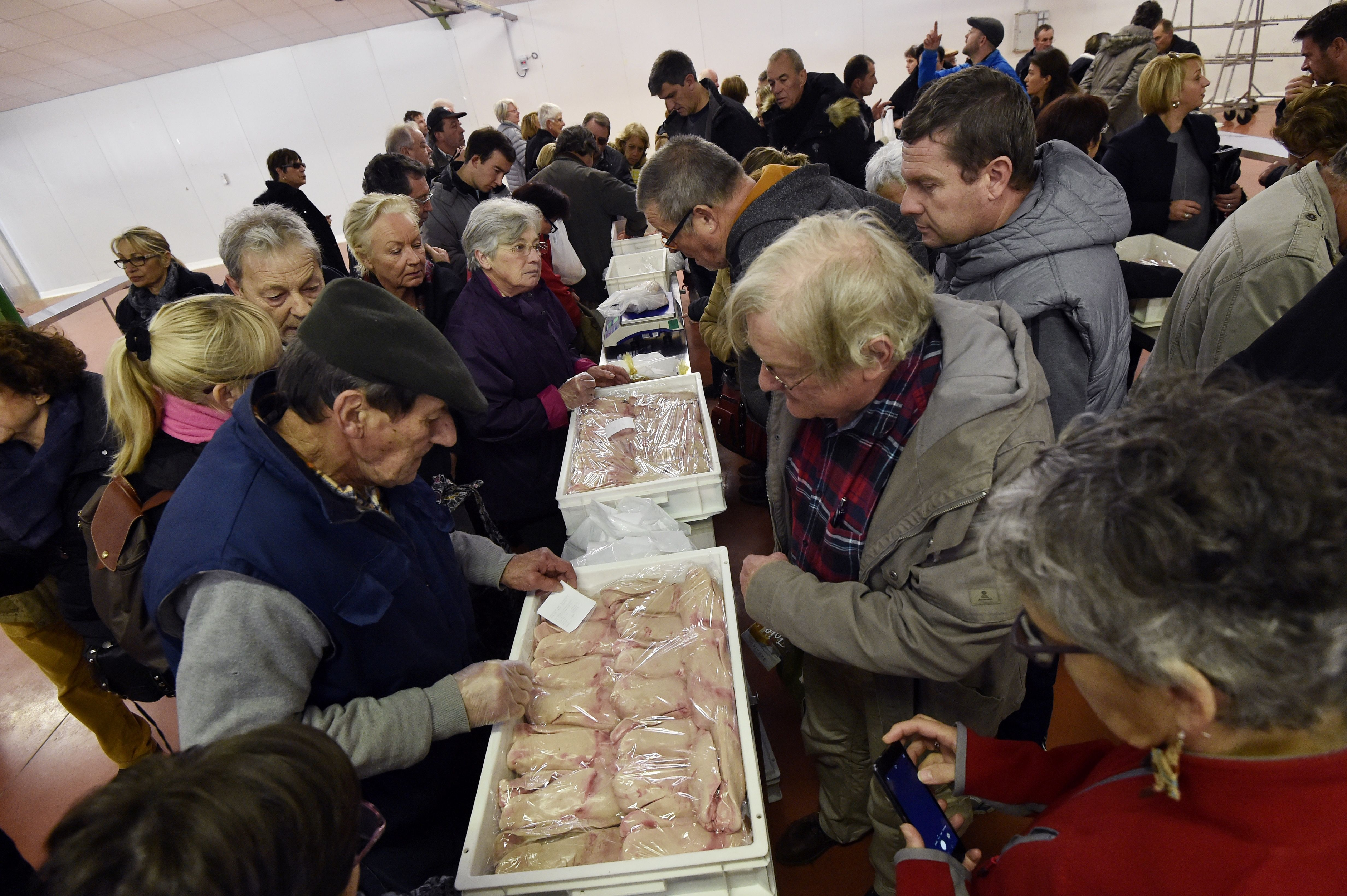 People buy foie groie in the market in Samatan, southwestern France on Dec. 5, 2016. An outbreak of avian influenza H5N8,  highly pathogenic  for birds but  harmless to humans , was detected in a duck farm in the Tarn commune of Almayrac, announced on Dec. 2, 2016 the Ministry of Agriculture.