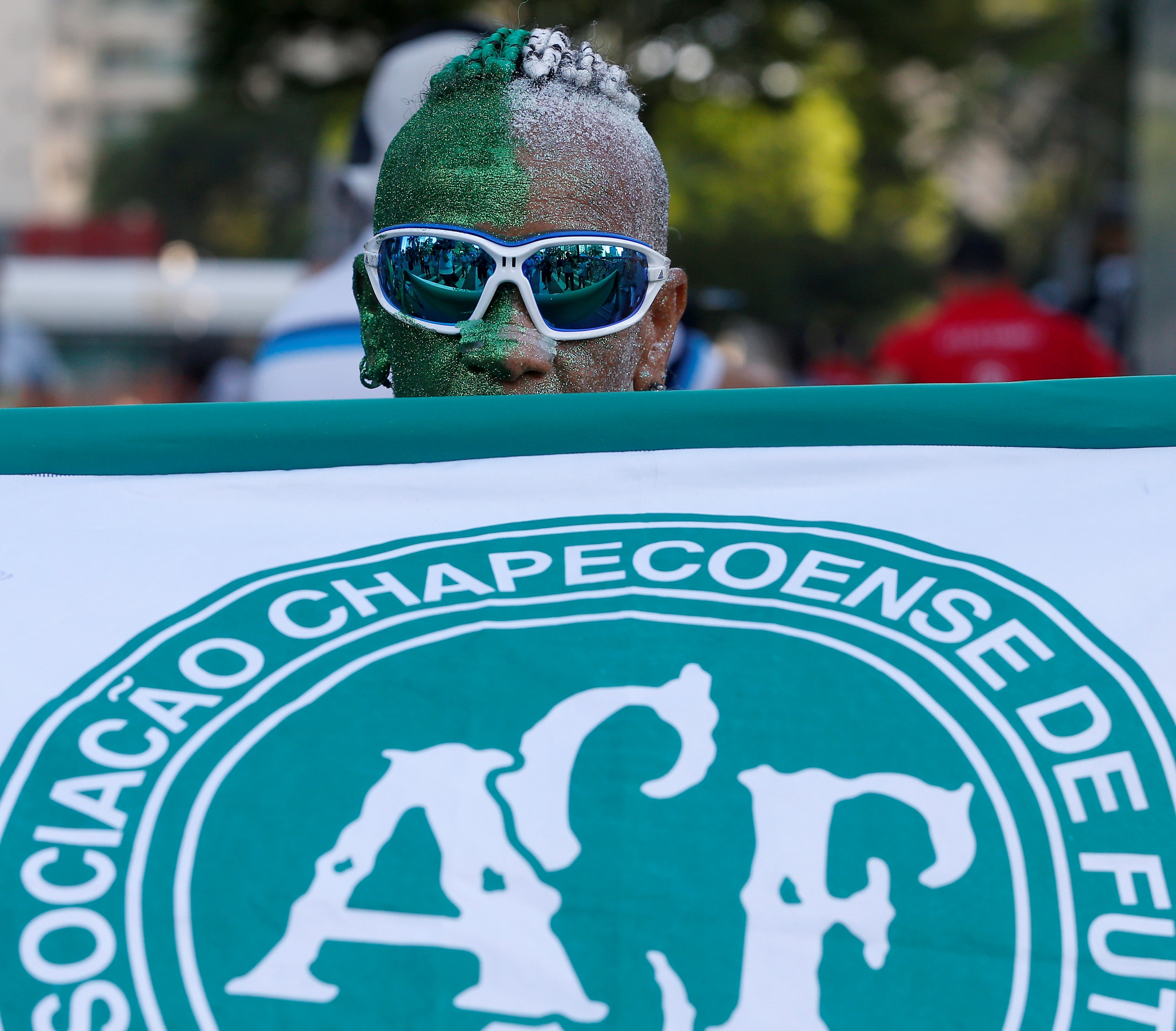 Brazilian runner supporting soccer team Chapecoense during Sao Silvestre international race in Sao Paulo, Brazil, Dec. 31, 2016.