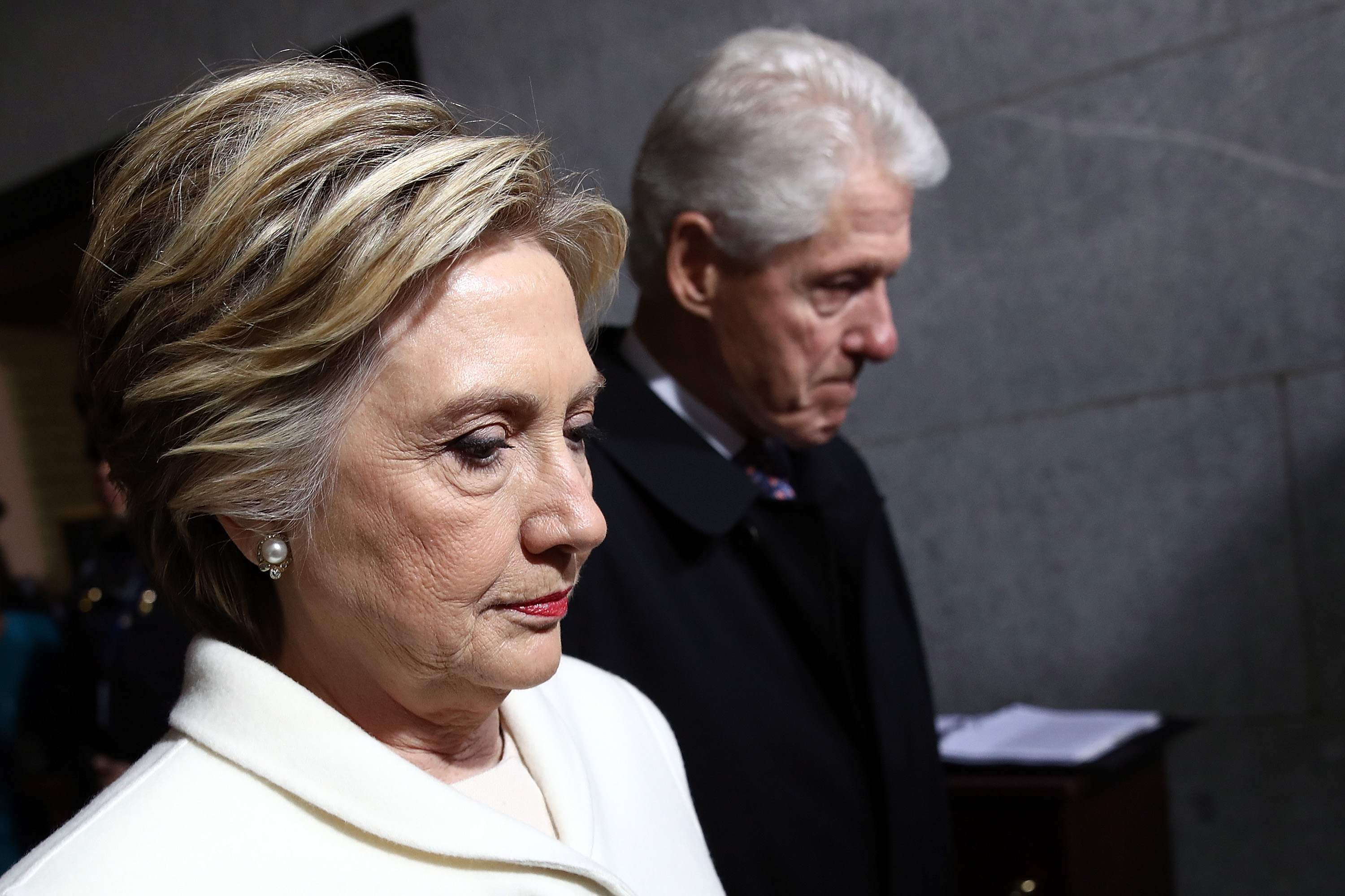Former Democratic presidential nominee Hillary Clinton (L) and former President Bill Clinton arrive on the West Front of the U.S. Capitol on January 20, 2017 in Washington, D.C., for the inauguration of Donald Trump.
