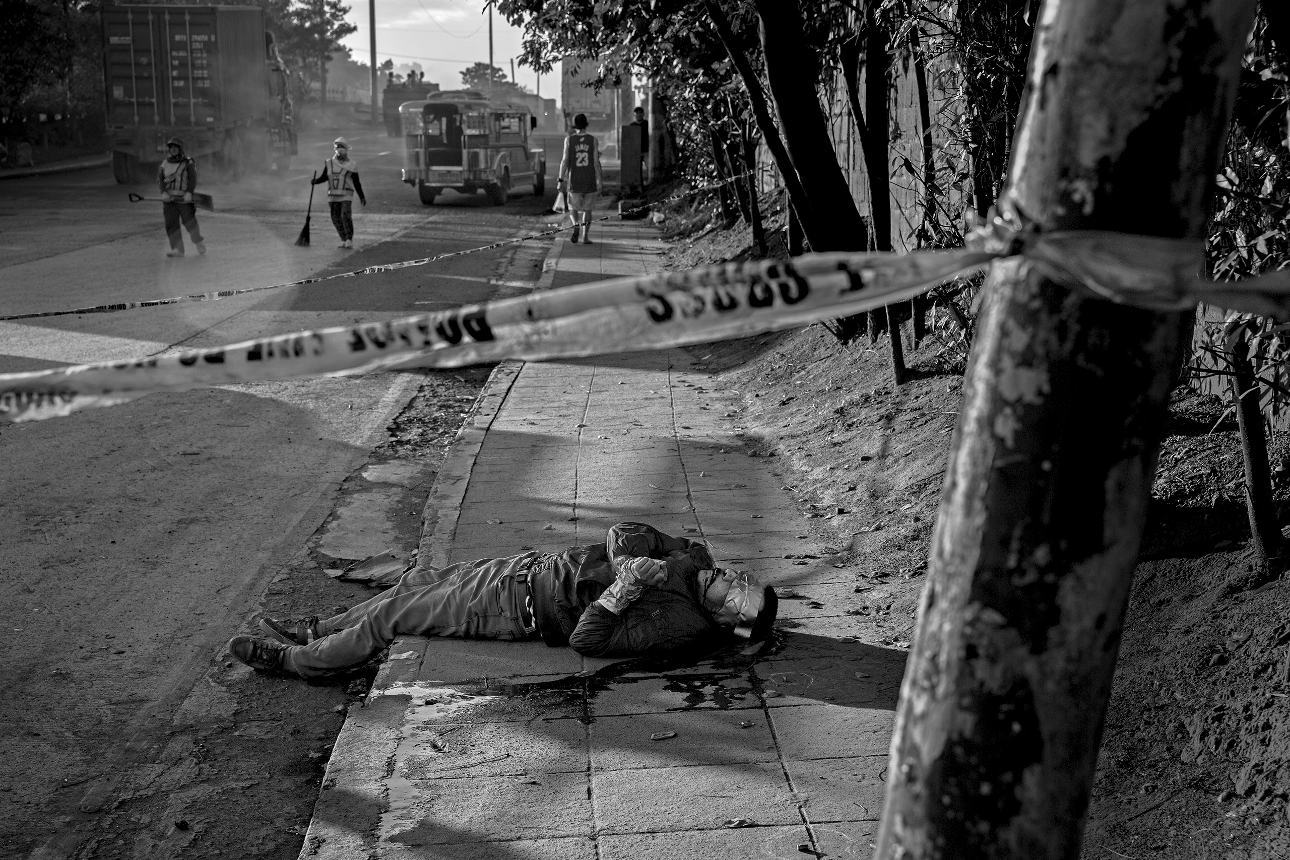 A victim of a summary execution found on the roadside in Navotas                     area of metro Manila. (At the time he was still unidentified). November                     30, 2016.
