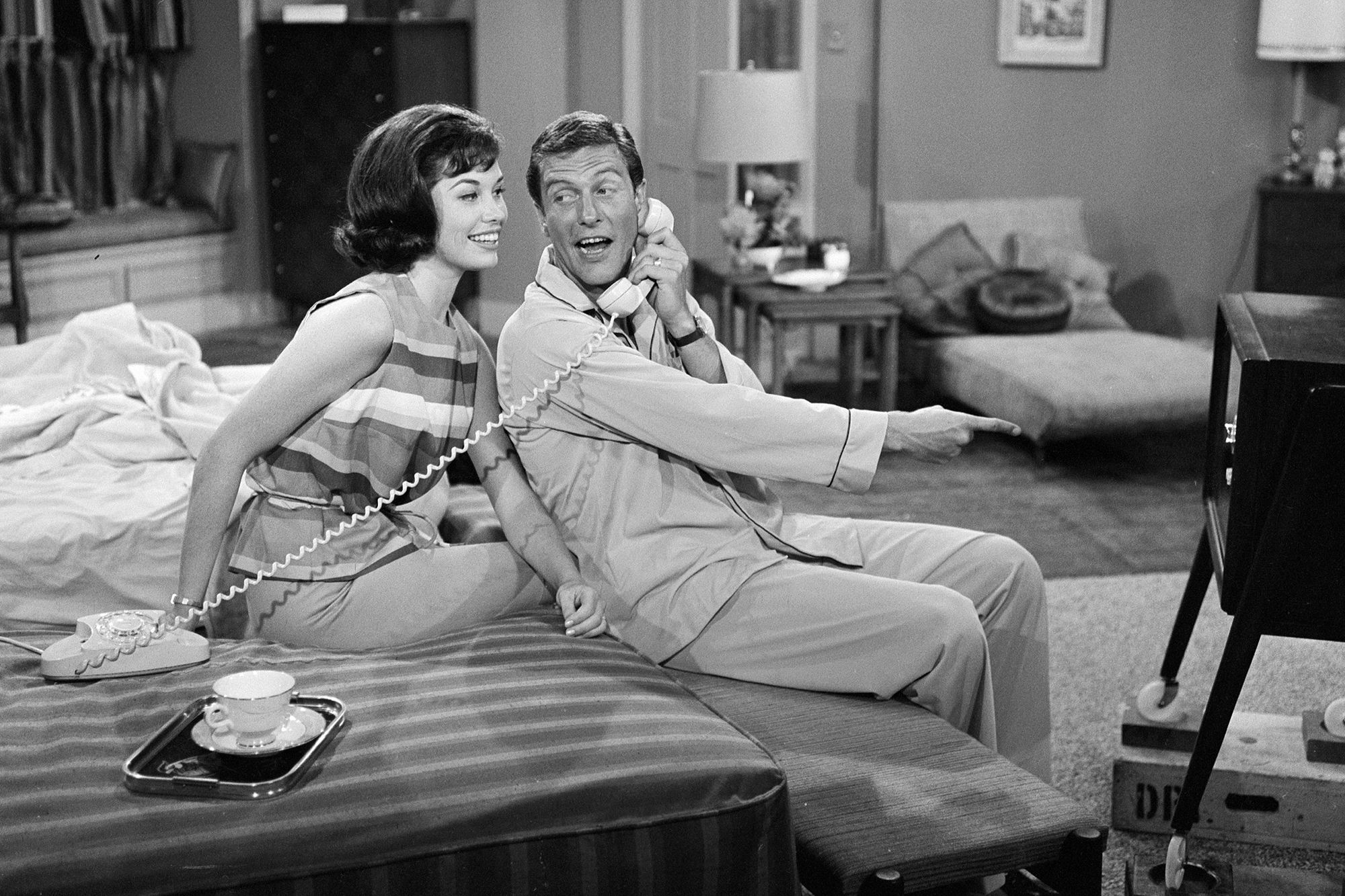Mary Tyler Moore and Dick Van Dyke filming The Dick Van Dyke Show, on June 19, 1961 in Los Angeles.
