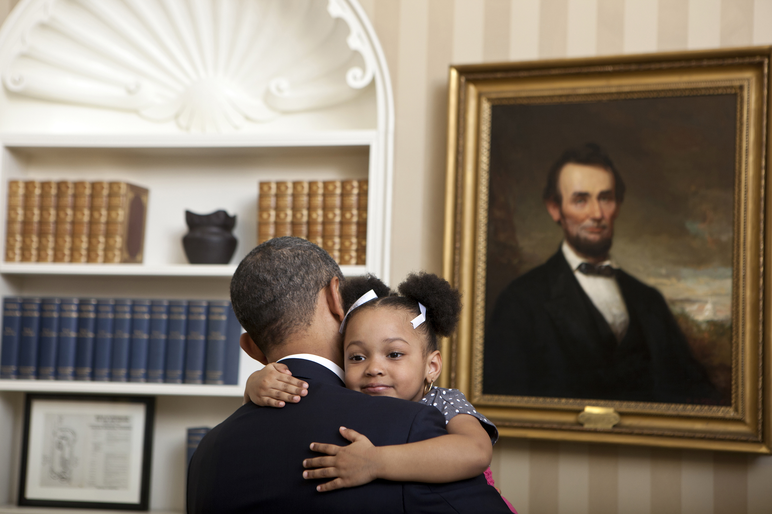 Obama holds Arianna Holmes, 3, before taking a departure photo with members of her family in the Oval Office on Feb. 1, 2012.