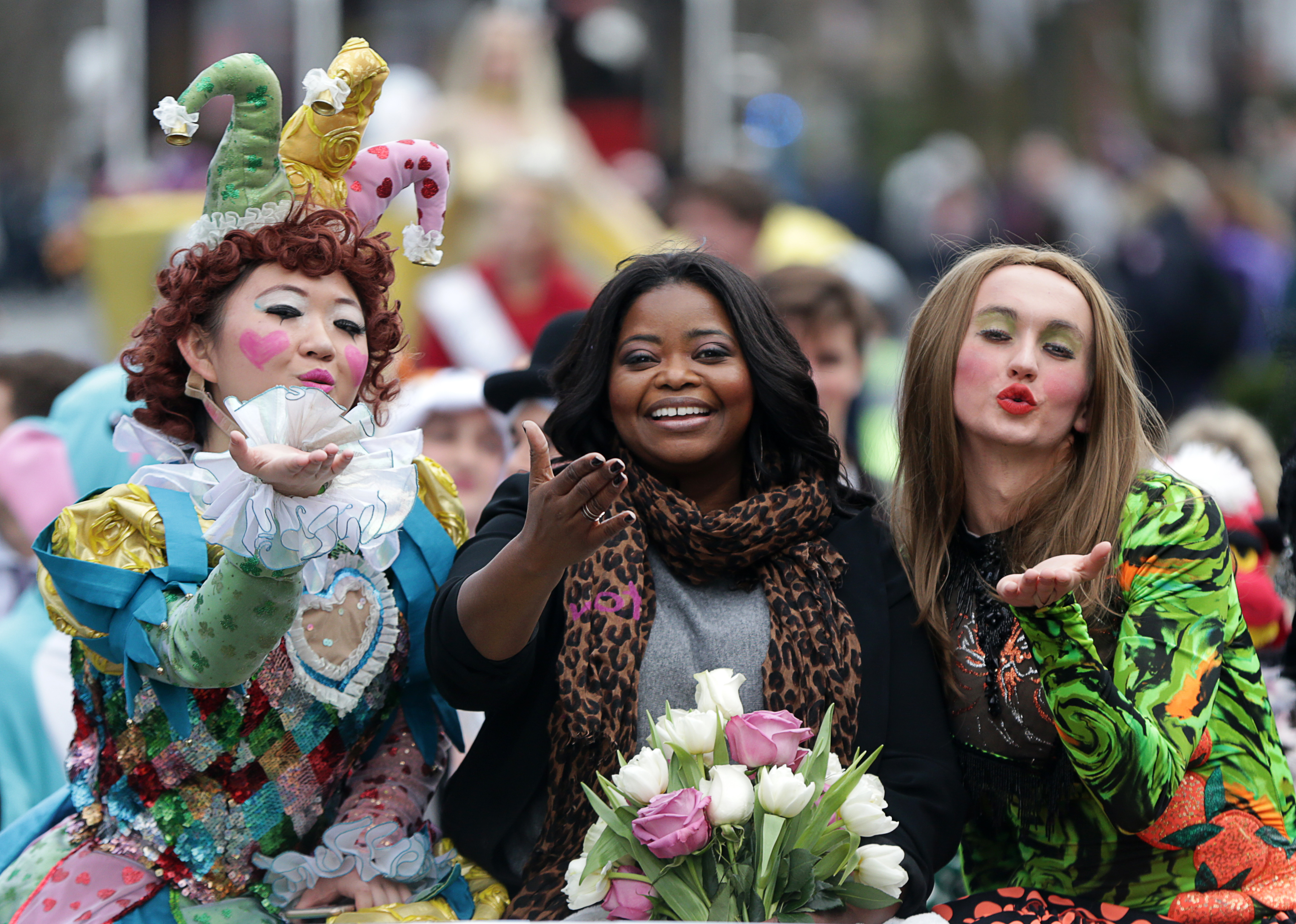 CAMBRIDGE, MA - JANUARY 26: Octavia Spencer, center, 2017 Hasty Pudding Woman of the Year, rides in a car with Guan-Yue Chen, left, and Dan Milashewski, right, during the annual parade down Massachusetts Avenue in Cambridge, Mass., on Jan. 26, 2017. (Photo by Jonathan Wiggs/The Boston Globe via Getty Images)