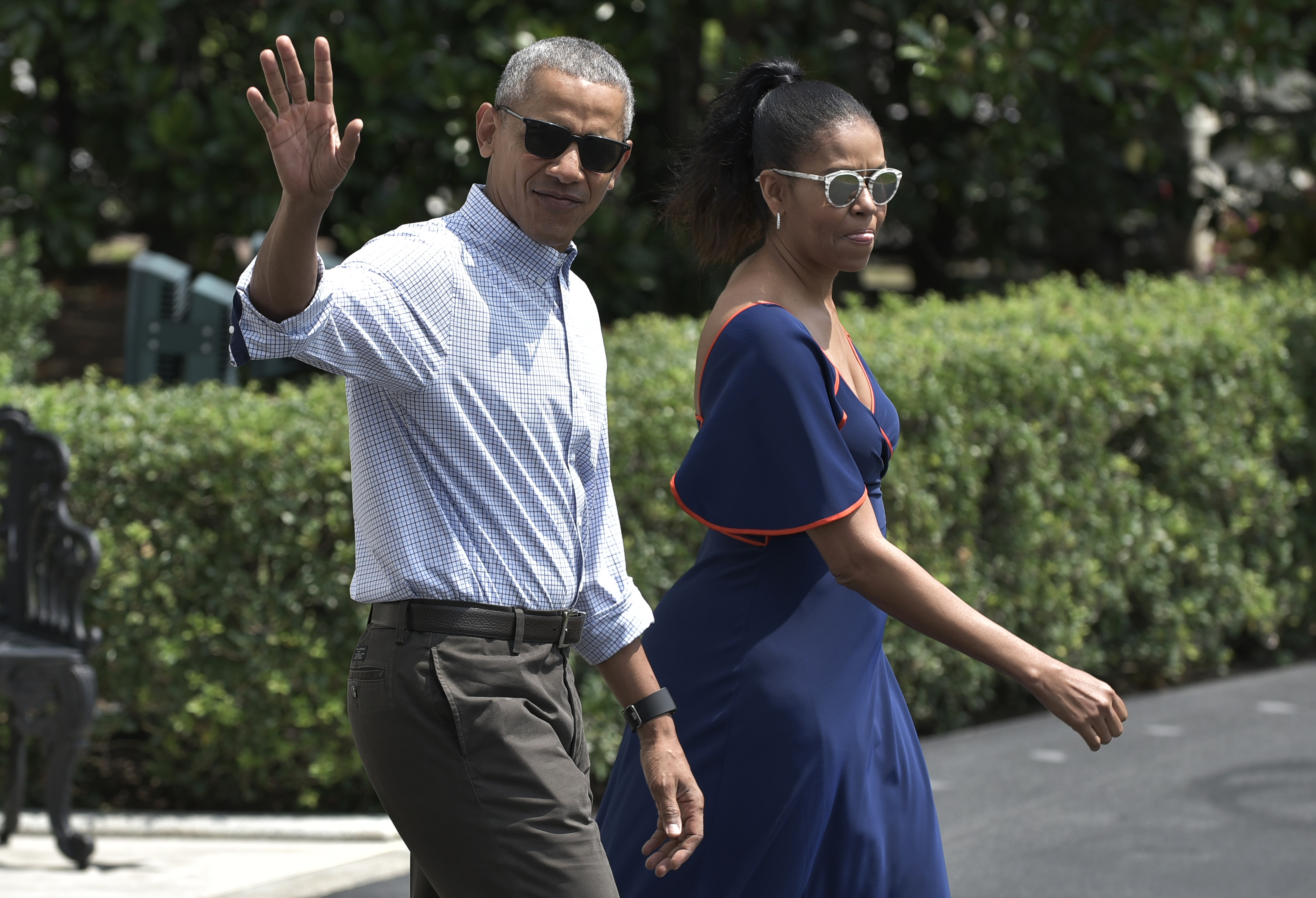 Barack Obama Wears Backwards Hat On Vacation With Michelle Time,What Color Goes With Purple And Green