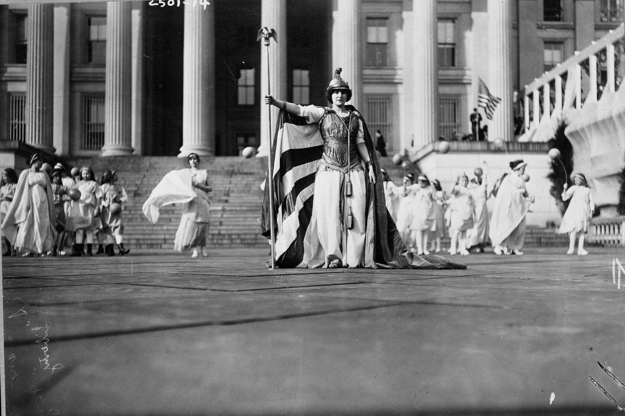 Hedwig Reicher as Columbia at the Mar. 3, 1913 Suffrage Parade in Washington, D.C.