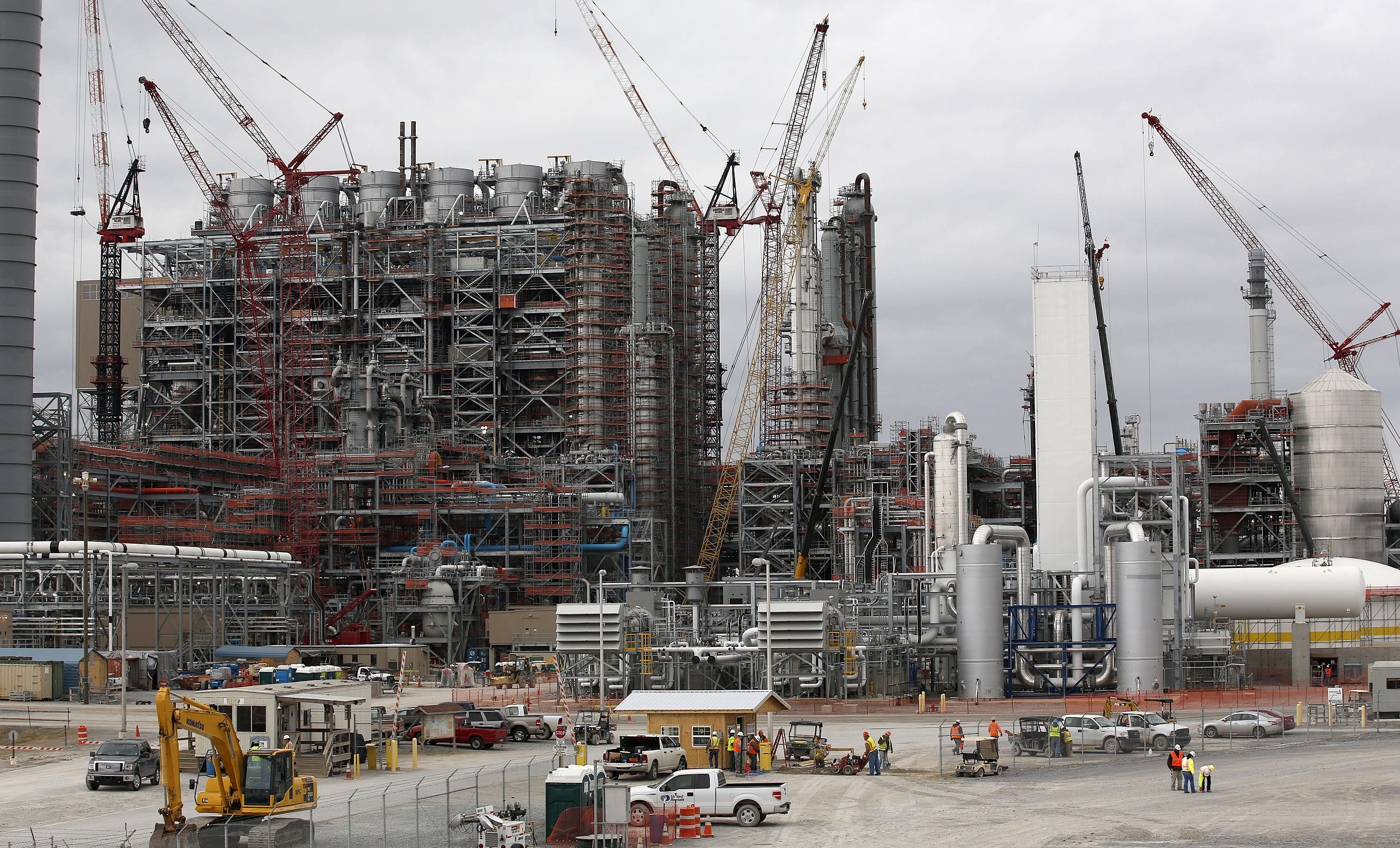 Cranes stand at the construction site for Southern Co.'s Kemper County power plant near Meridian, Mississippi, U.S., on Feb. 25, 2014.