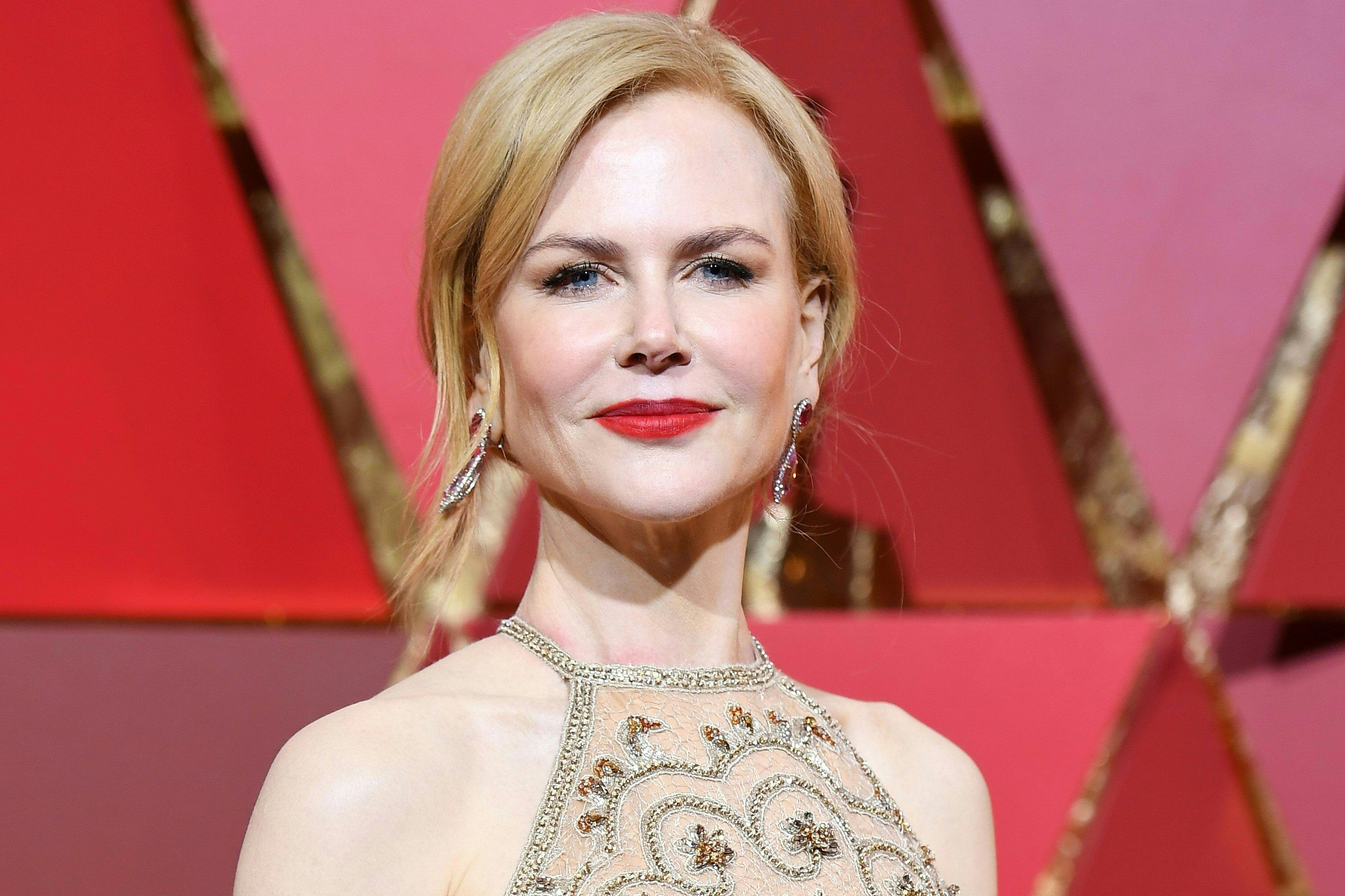 Nicole Kidman arrives on the red carpet for the 89th Oscars, on Feb. 26, 2017 in Hollywood, Calif.