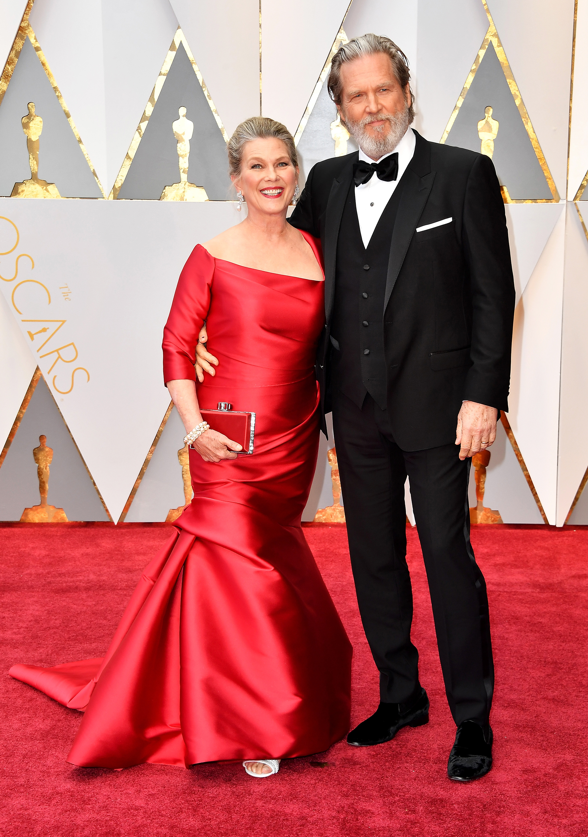 Susan Geston and Jeff Bridges on the red carpet for the 89th Oscars, on Feb. 26, 2017 in Hollywood, Calif.
