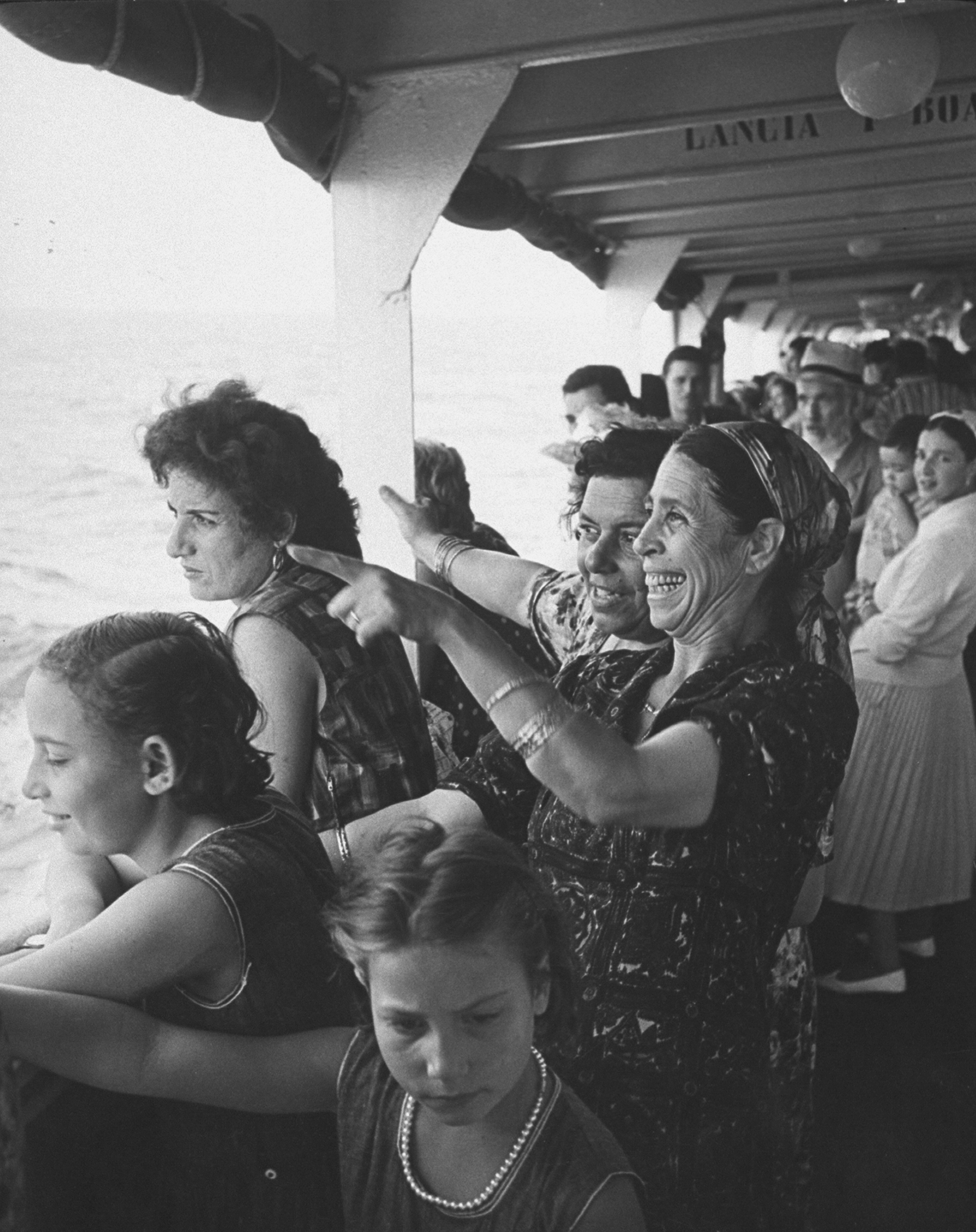 Enthused immigrants from Morocco arriving at Haifa via boat, 1962.