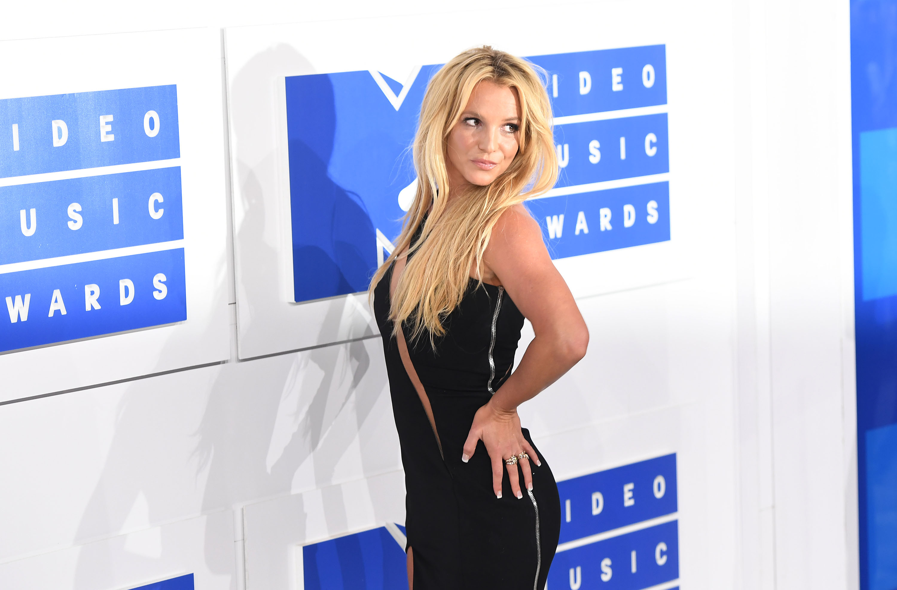 Britney Spears arrives at the 2016 MTV Video Music Awards at Madison Square Garden on August 28, 2016 in New York City.  (Photo by C Flanigan/FilmMagic)