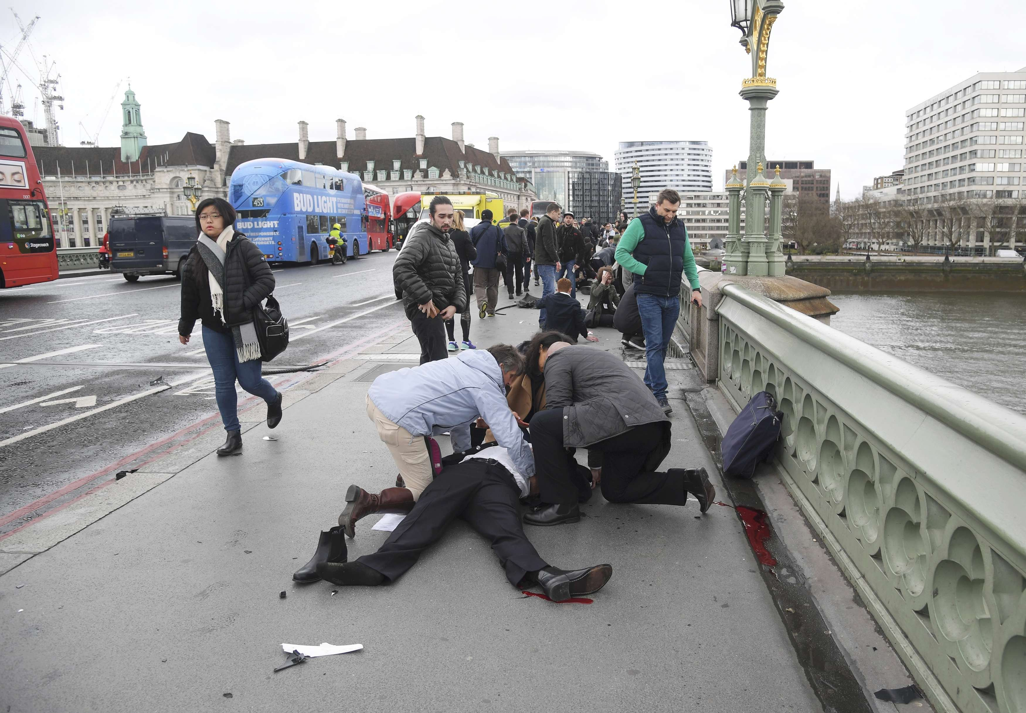 Injured people are assisted after an incident on Westminster Bridge, on March 22, 2017.