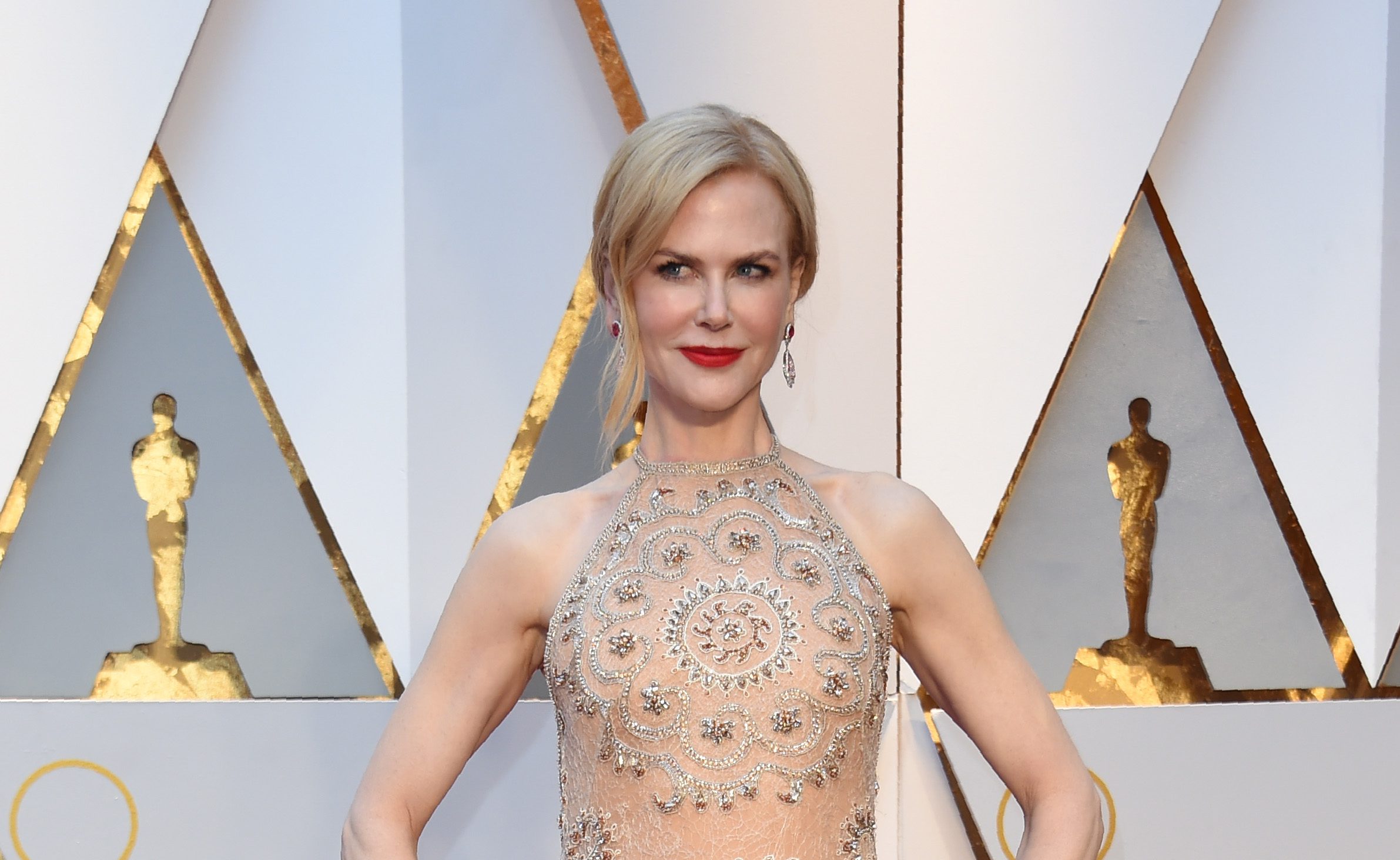 Nominee for Best Supporting Actress  Lion  Nicole Kidman arrives on the red carpet for the 89th Oscars on February 26, 2017 in Hollywood, California.  / AFP / VALERIE MACON        (Photo credit should read VALERIE MACON/AFP/Getty Images)