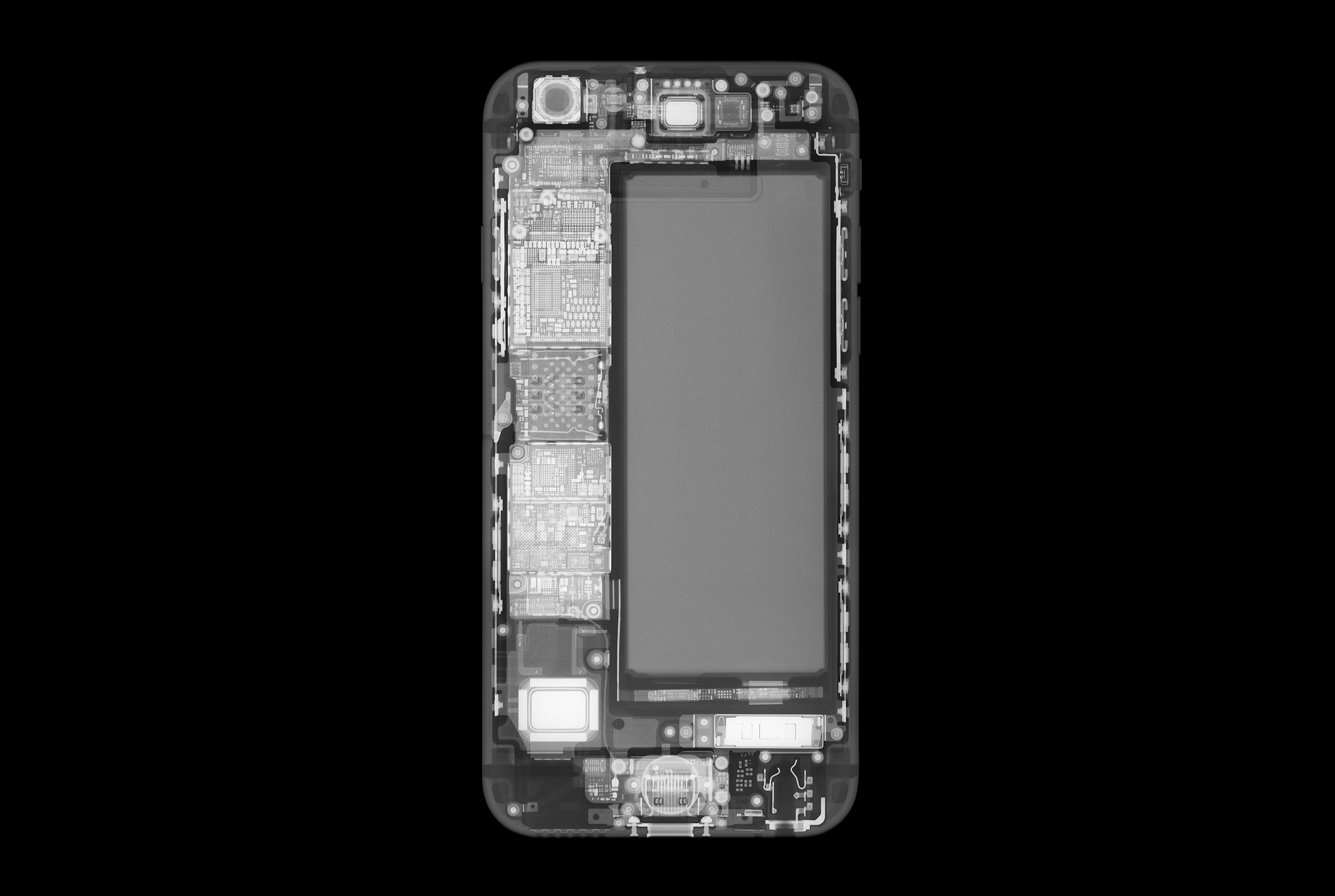An X-ray image of a smartphone.